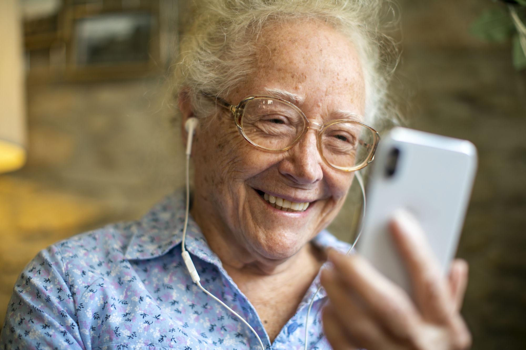 Soziale Medien gegen Einsamkeit im Alter?
