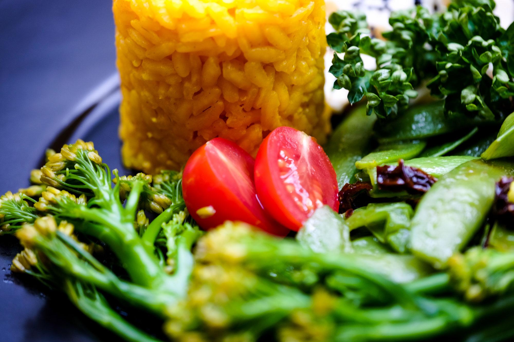 Gemüseteller mit Seidentofu und Reis