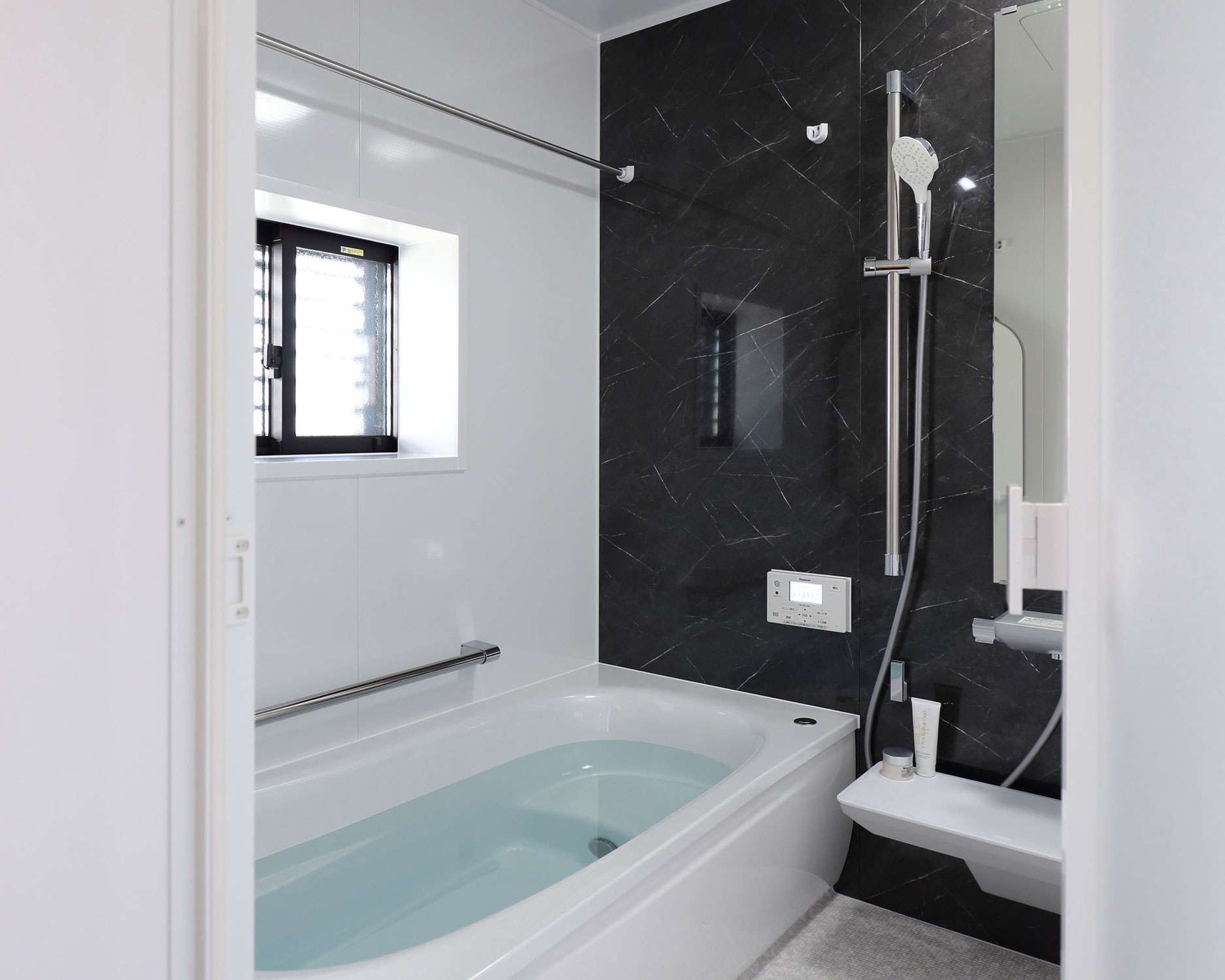 古賀市 浴室洗面リフォーム エコキュート交換・窓交換・配置変更