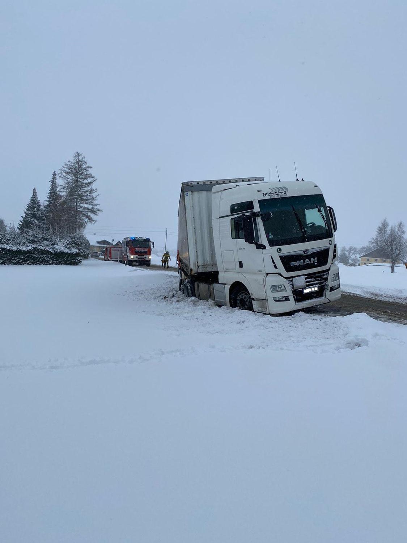 Technische Hilfeleistung nach starken Schneefällen