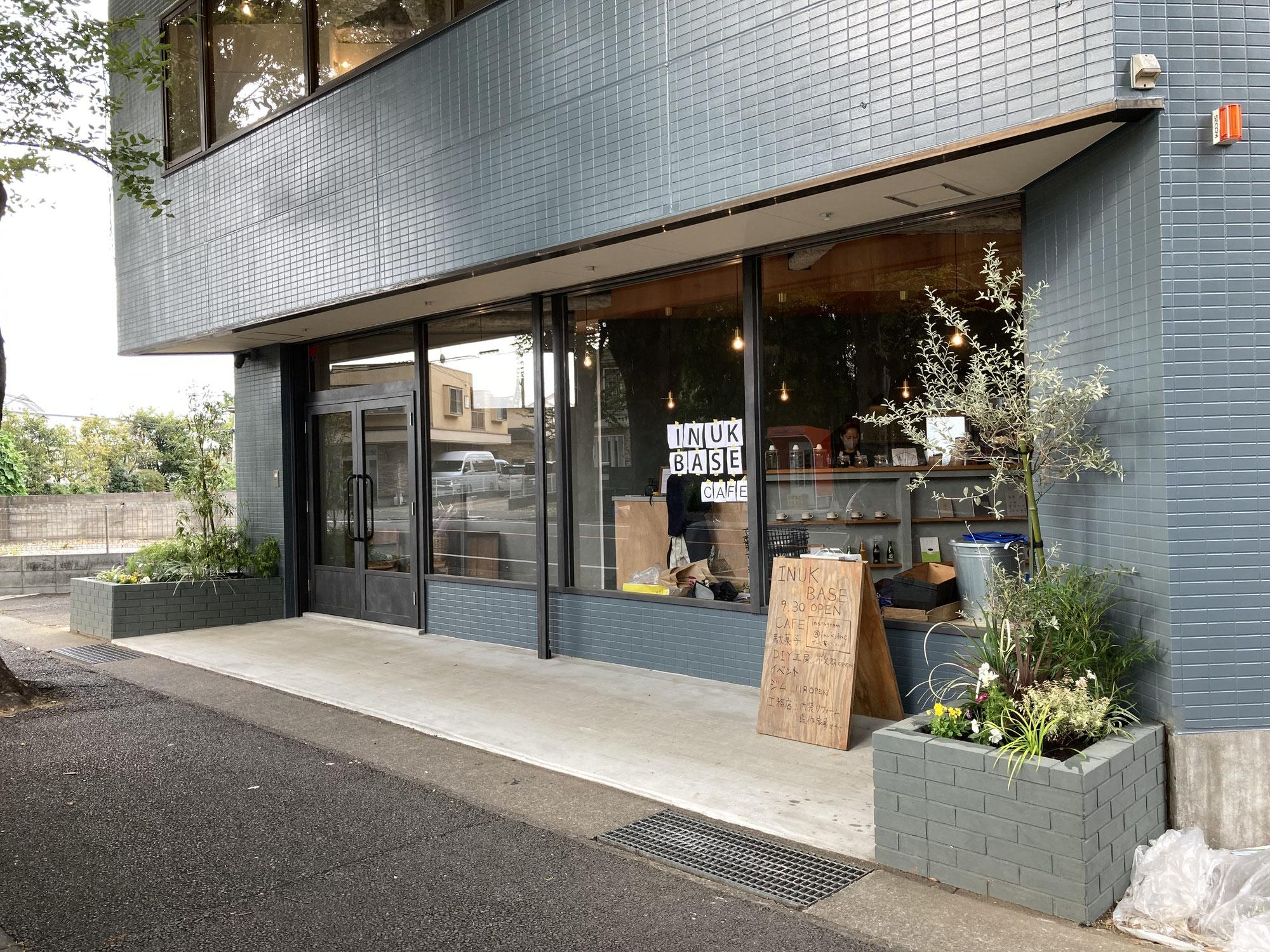 川崎市宮前区のINUK BASE(イヌキベース)の店頭植栽工事。