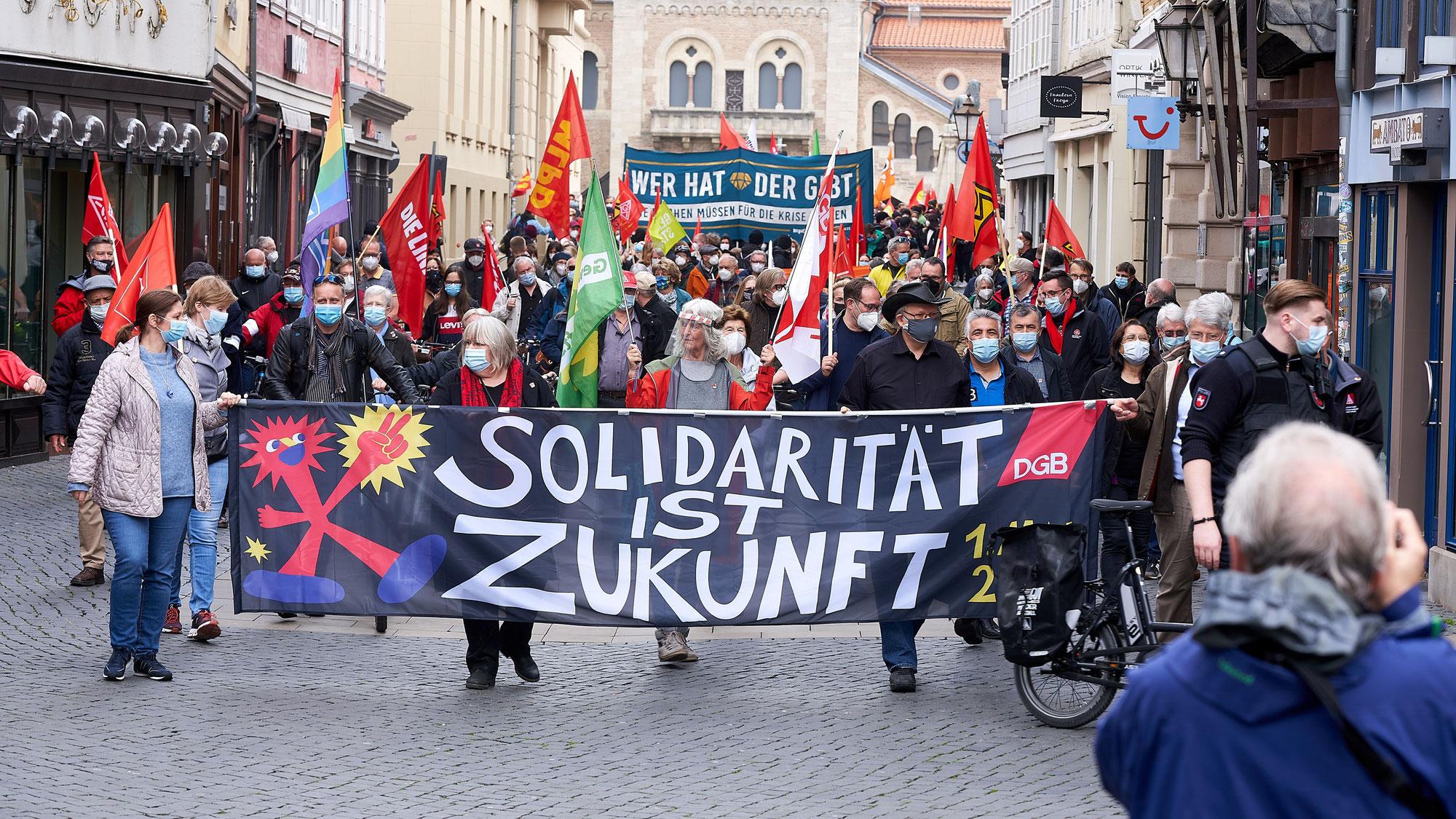 SOLIDARITÄT IST ZUKUNFT - Der 1. Mai in Braunschweig - Kundgebungen, Demonstration und Ringgleisaktionen