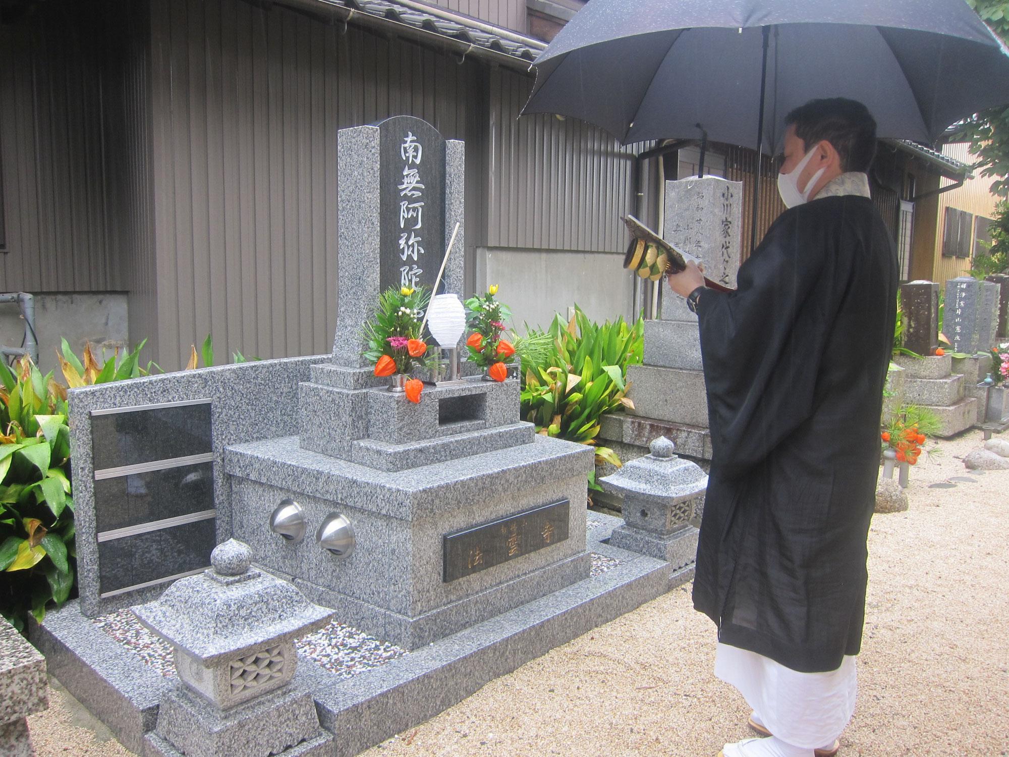 合同墓の盆参り