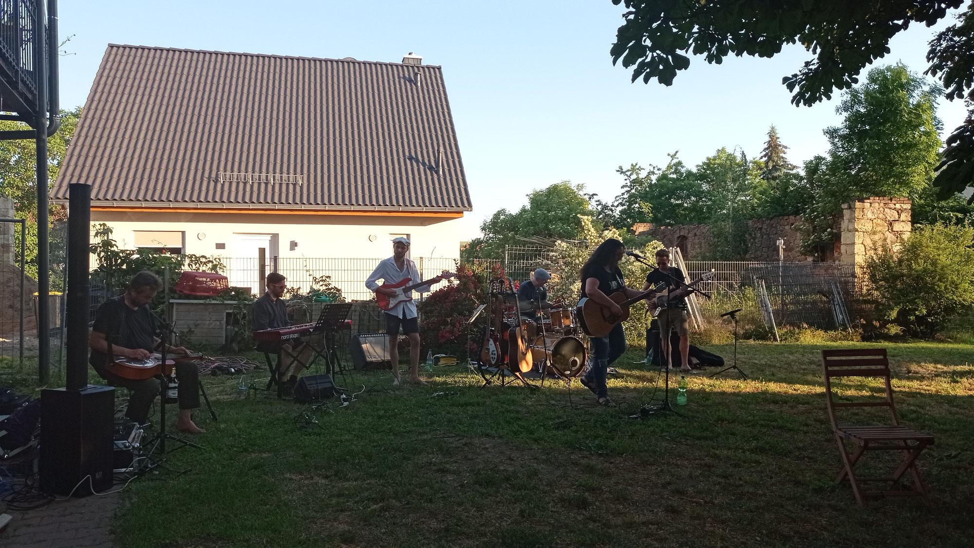 Gartenstuhl-Konzert mit Cora Liebmann