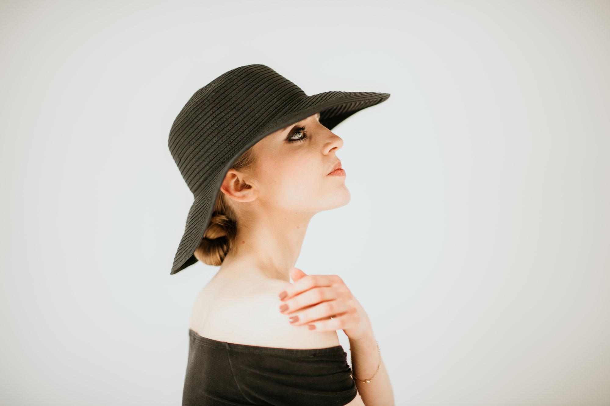 Alena mit Hut