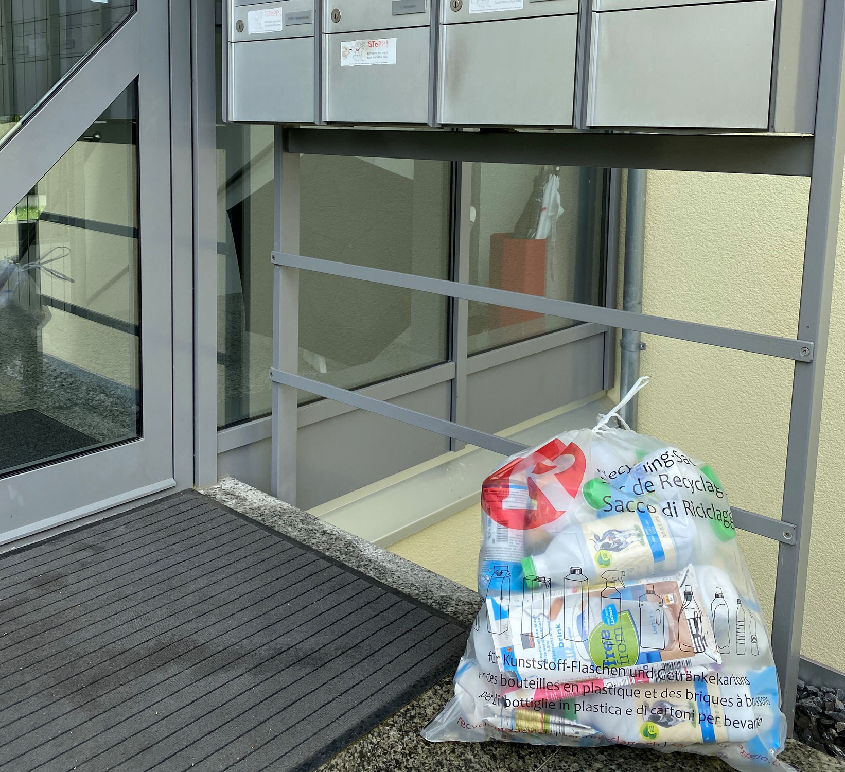 In Reinach (BL) holt ab Juni die Post den Plastik