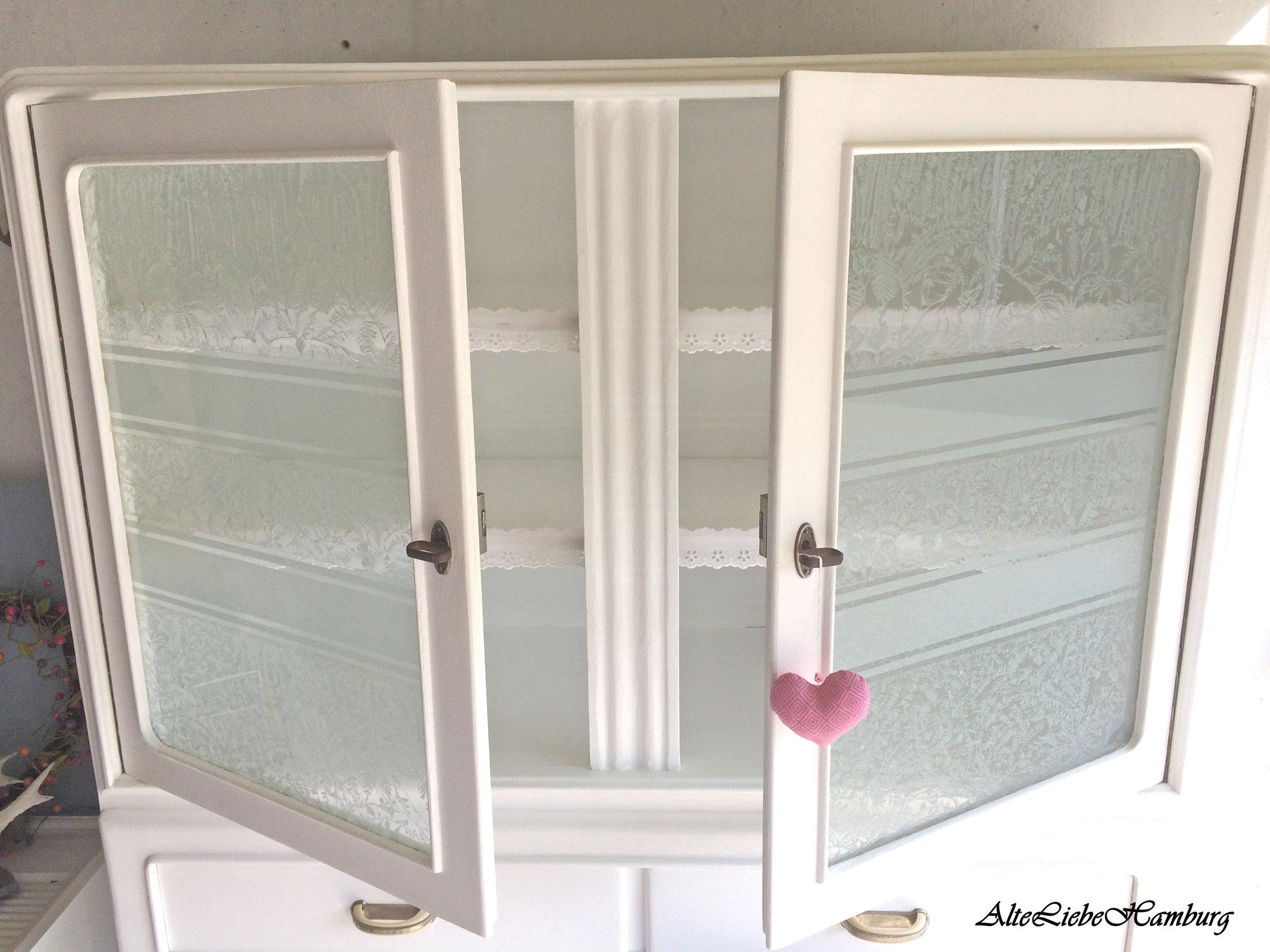 Alter Küchenschrank mit original Eisblumenglas