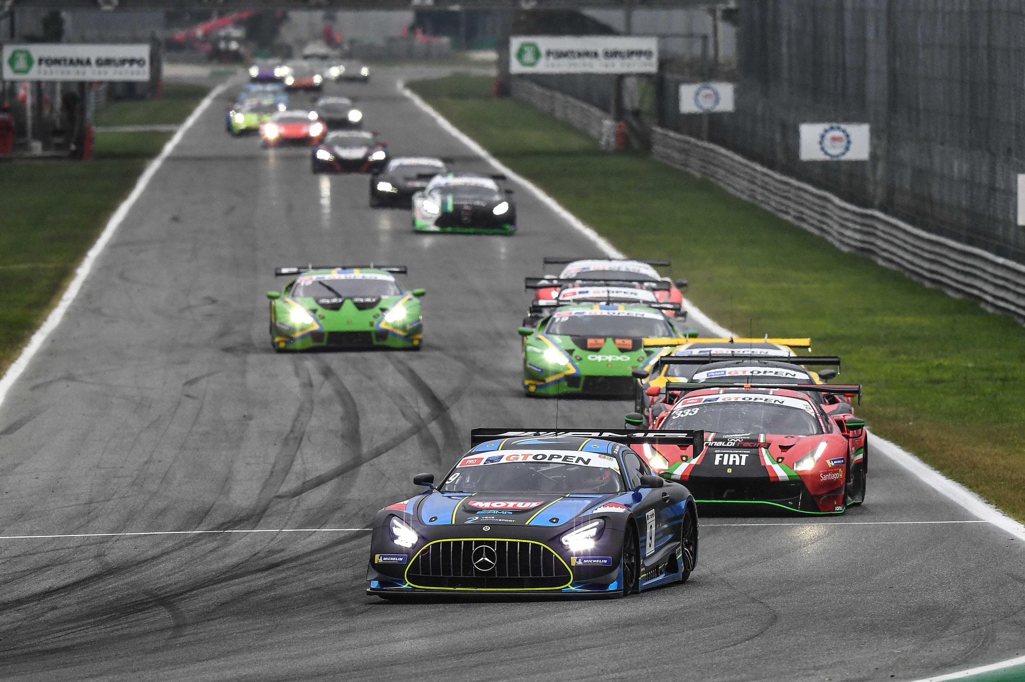Michele Beretta erzielt Pole-Position für Lamborghini - 2Seas Motorsport gewinnt Rennen 1