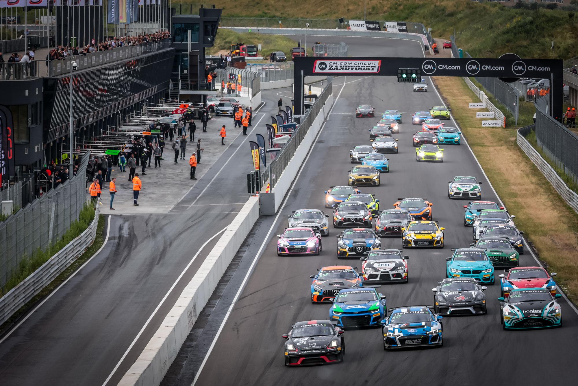 AGS Events, Saintéloc Racing und Team Fullmotorsport holen sich die Klassensiege in Rennen 1 in Zandvoort