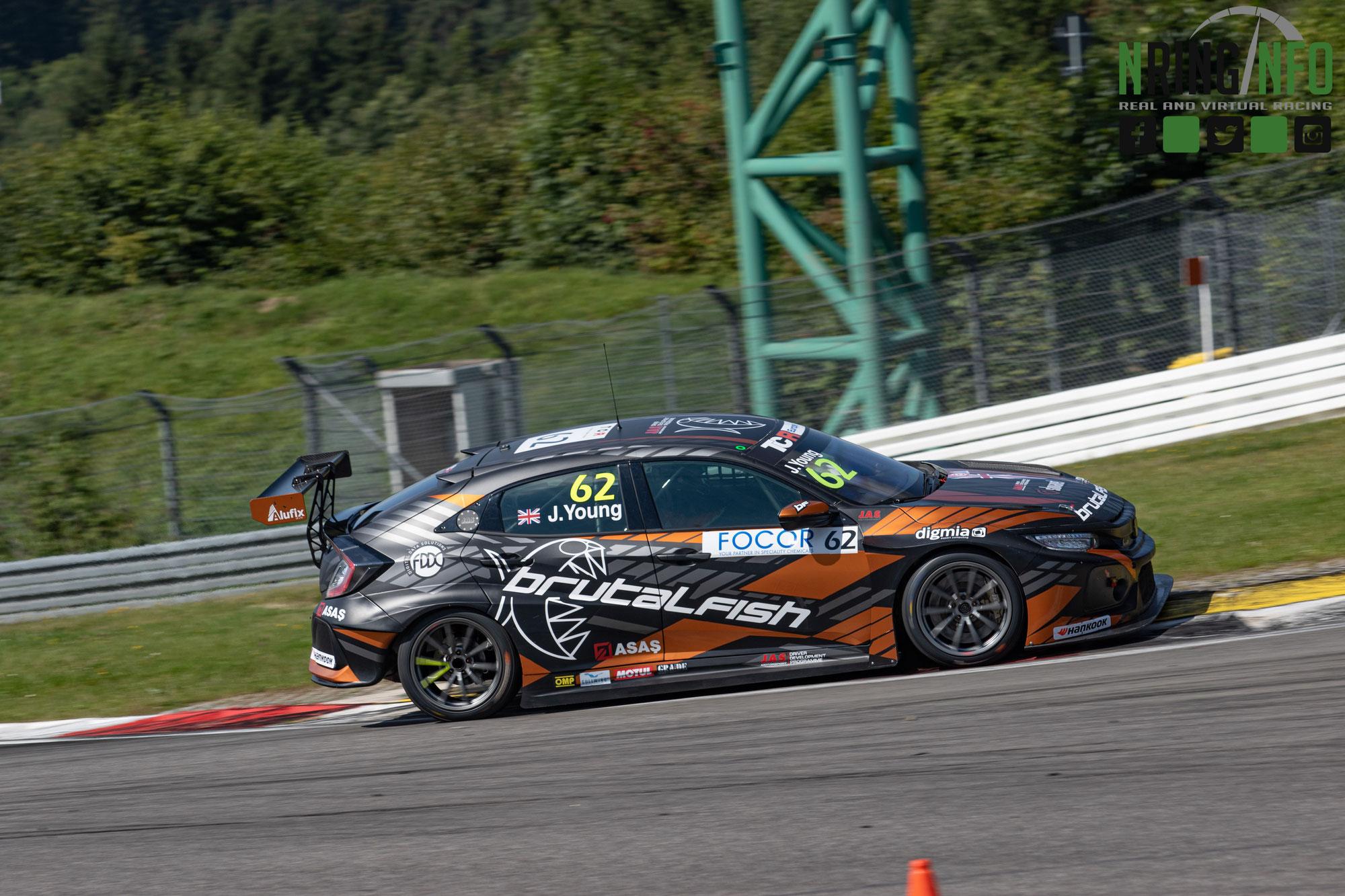 Sensationelles Podiumsergebnis auf dem Nürburgring für Jack Young