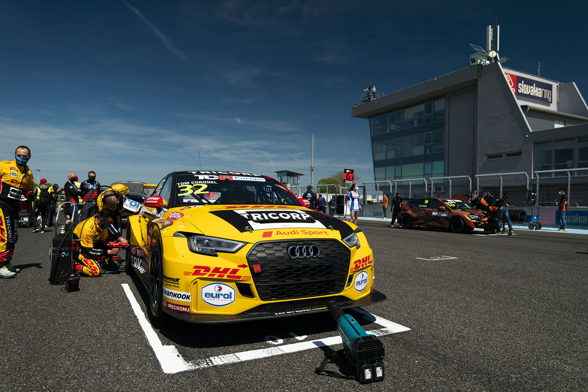 Tom Coronel zeigt starke Pace beim Saisonauftakt der TCR Europe Series