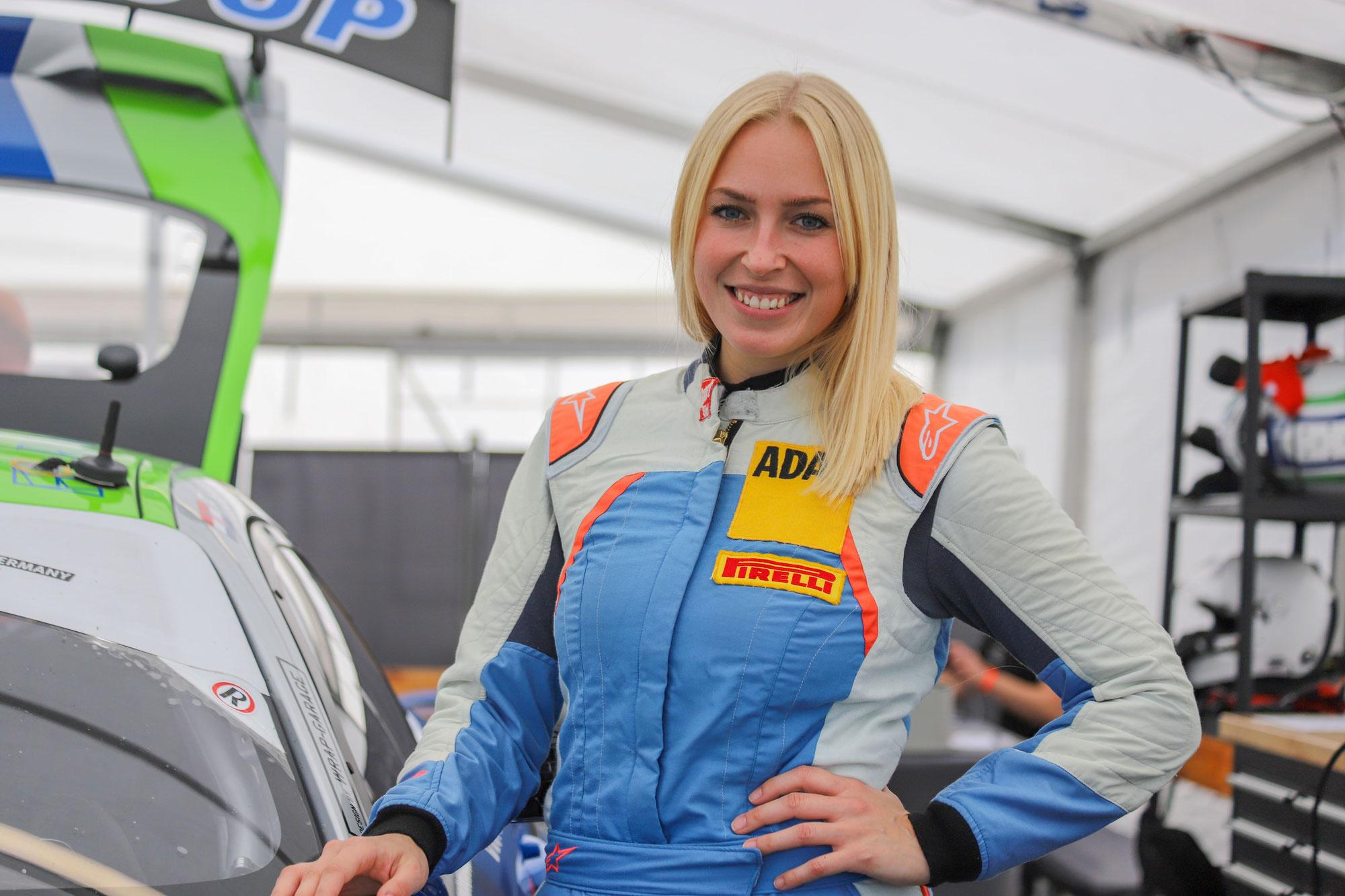 Interview mit ADAC GT4 Germany Pilotin Victoria Froß