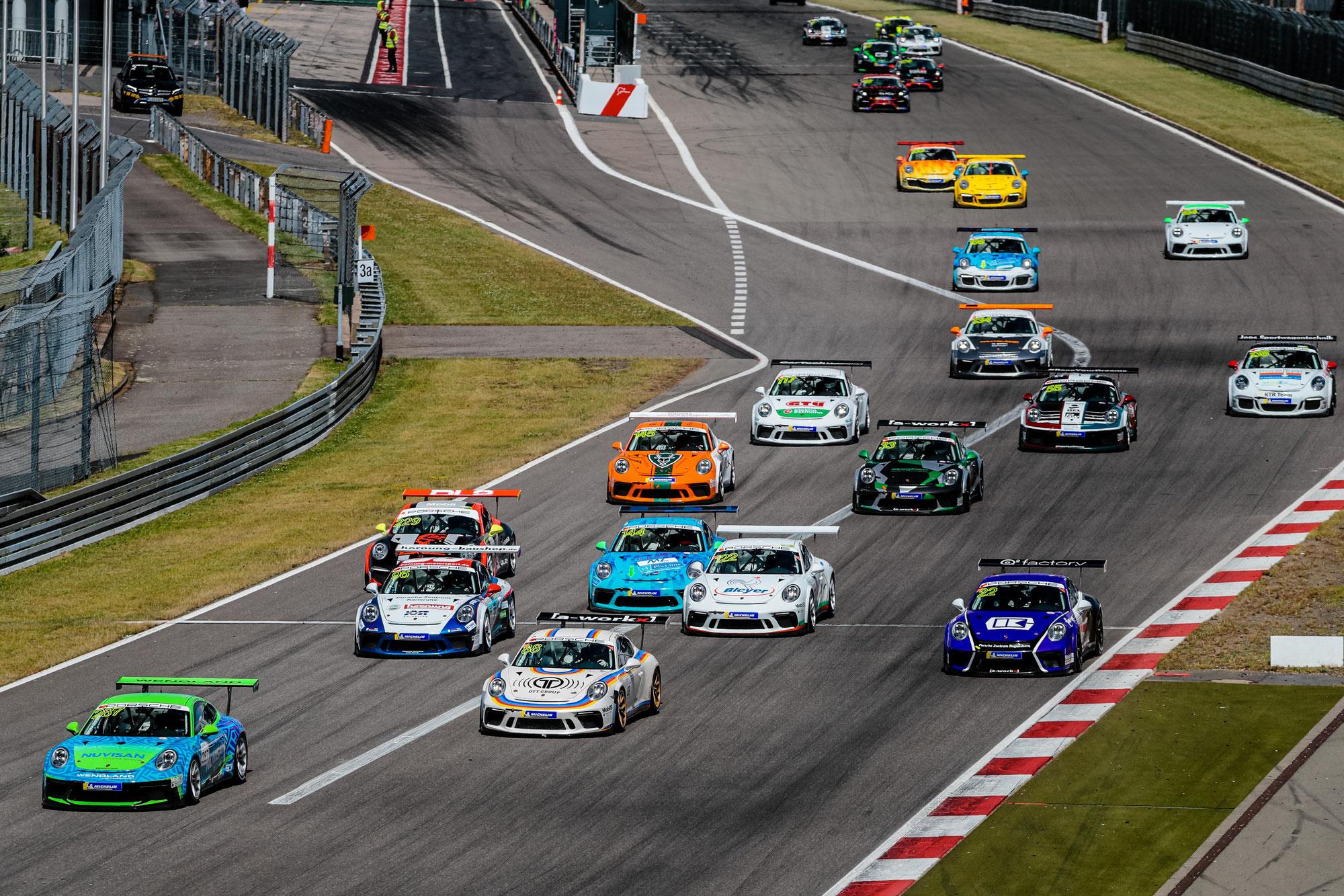 Favoriten siegen beim Porsche Sports Cup am Nürburgring
