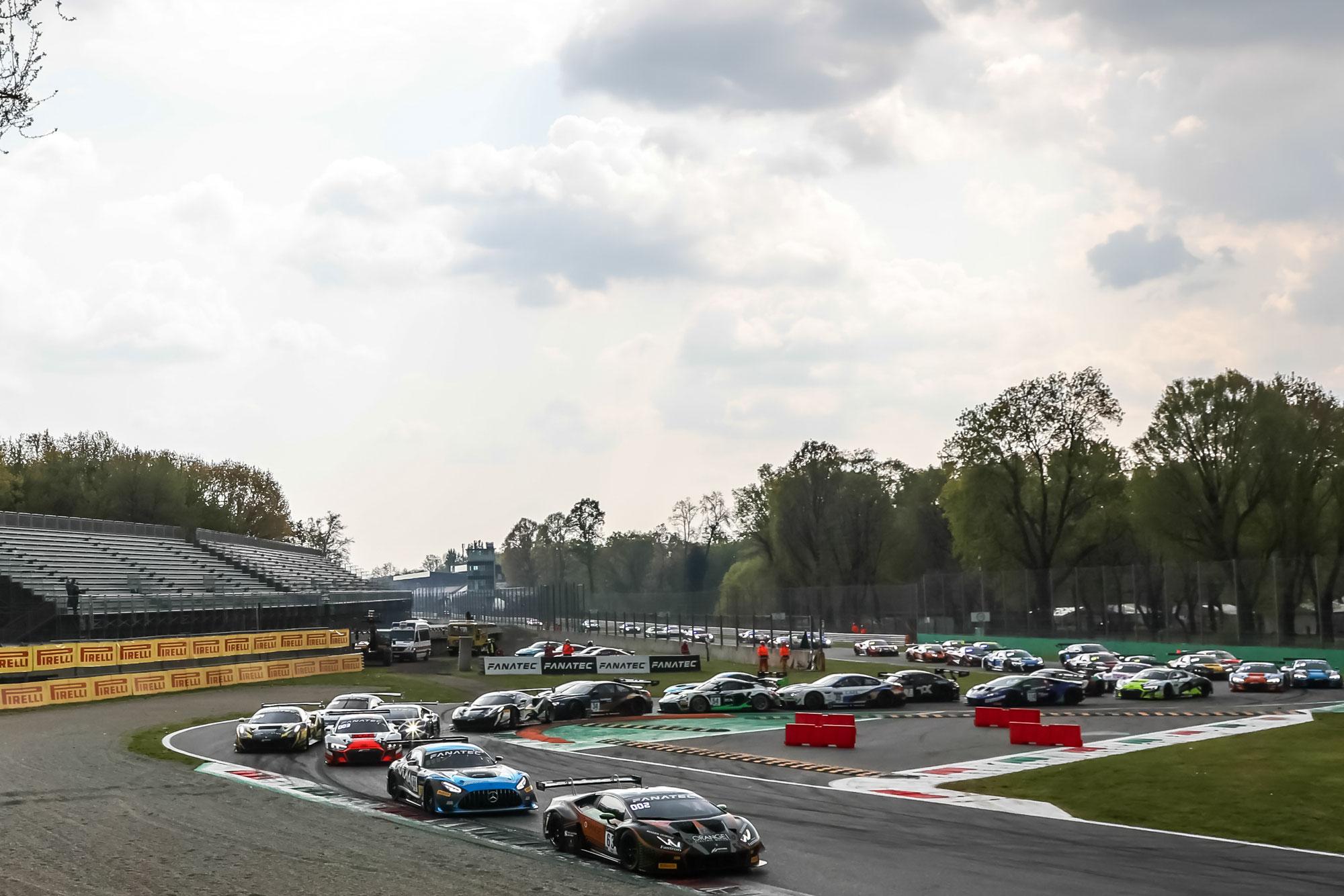Dinamic Motorsport Porsche sichert sich beim Saisonauftakt den zweiten Monza-Sieg in Folge