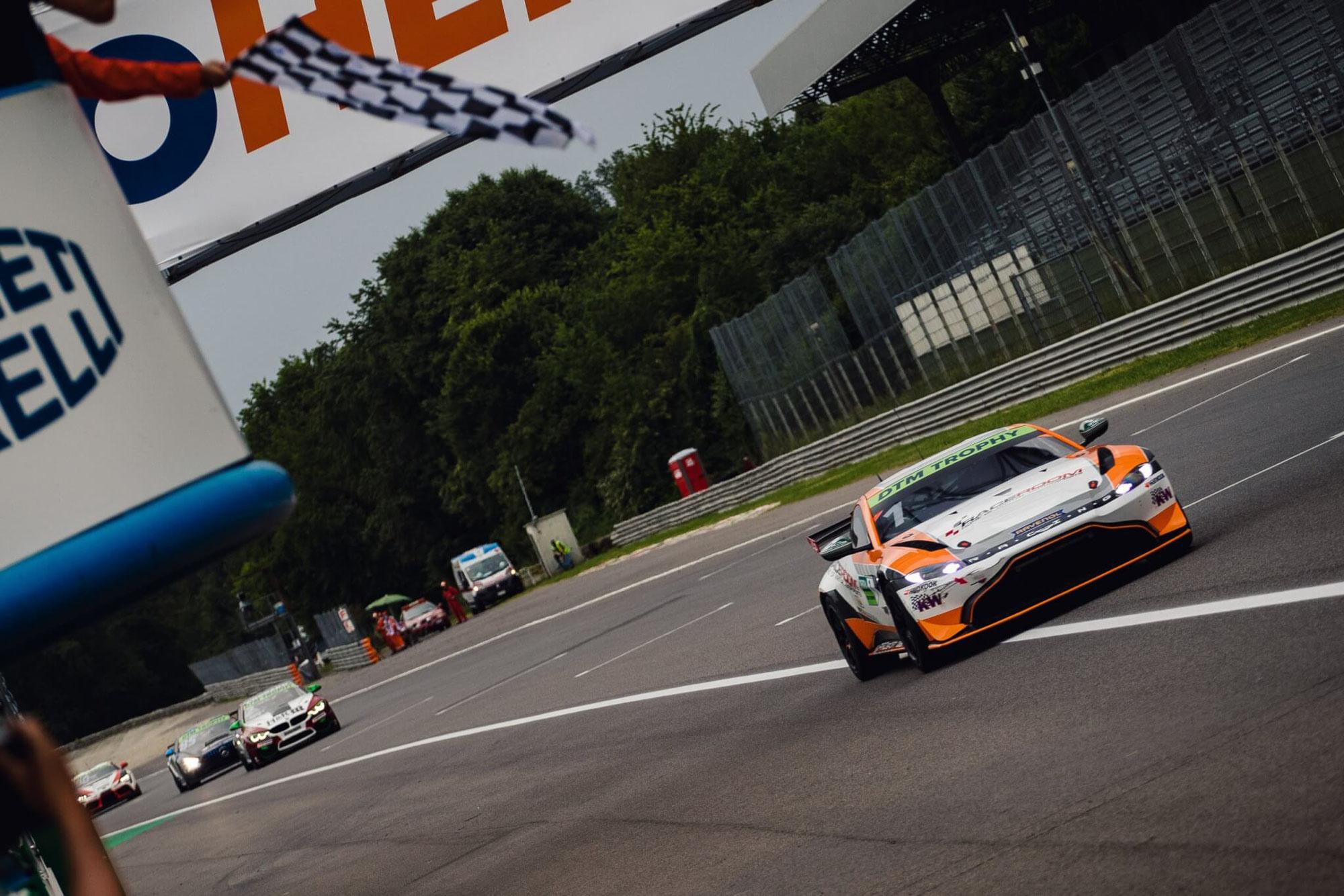 PROsport Racing mit neuformiertem Trio um Titelverteidiger Heinemann: Ortmann und Schmidt debütierten am Lausitzring
