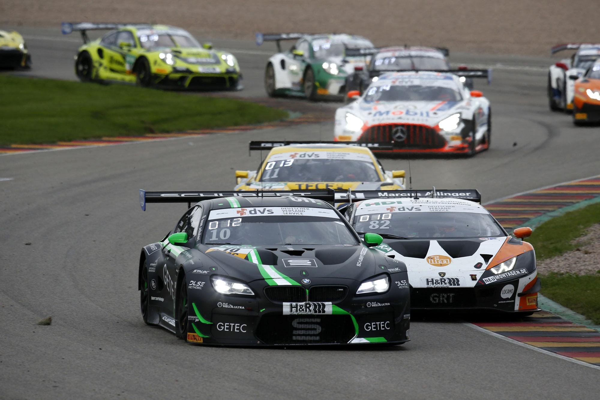 Schubert Motorsport erlebt Achterbahn auf dem Sachsenring: Erstes Podium in der ADAC GT4 Germany sorgt für HighlightSchubert Motorsport erlebt Achterbahn auf de