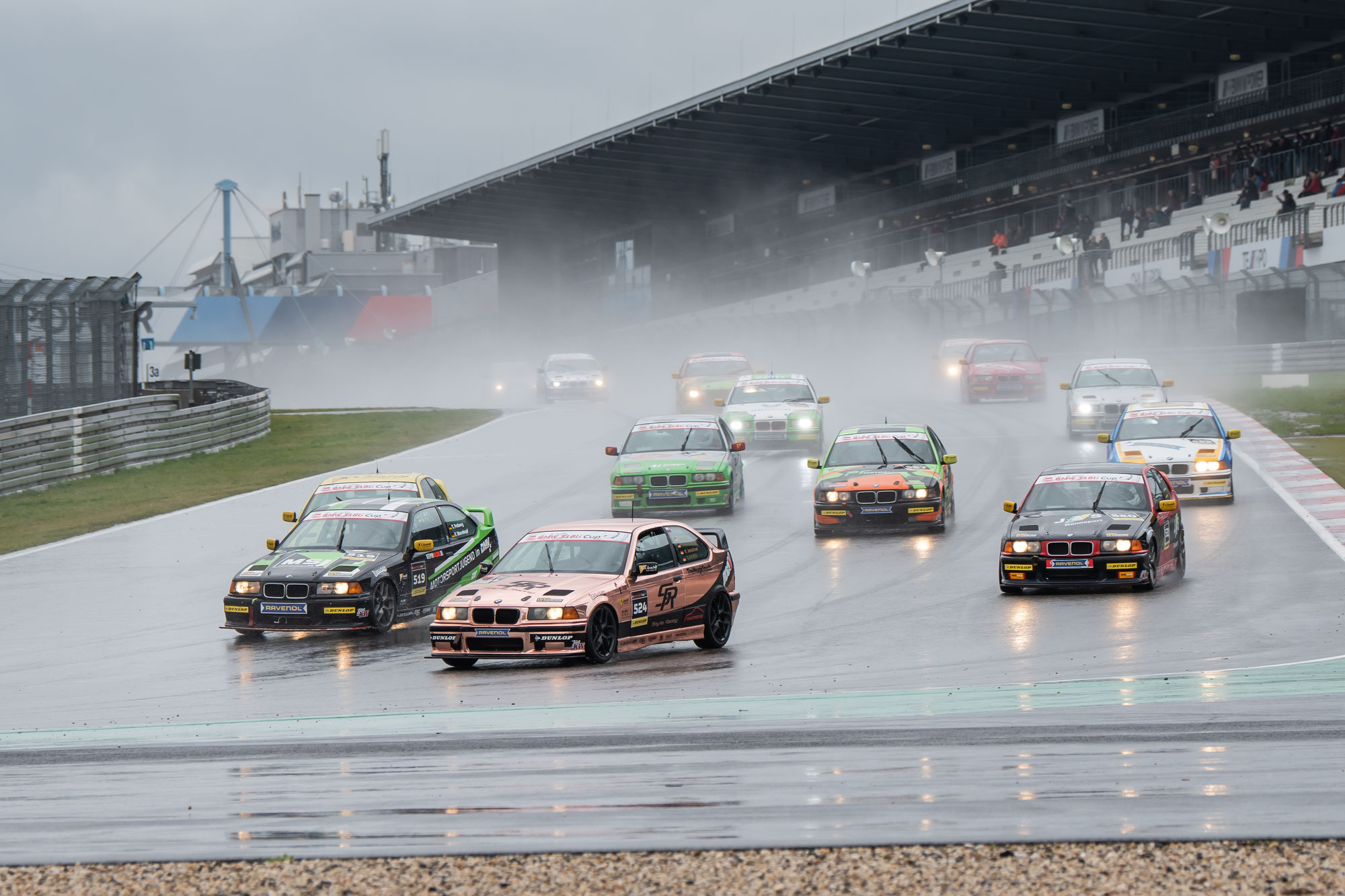 DMV BMW 318ti Cup präsentiert Kalender 2020