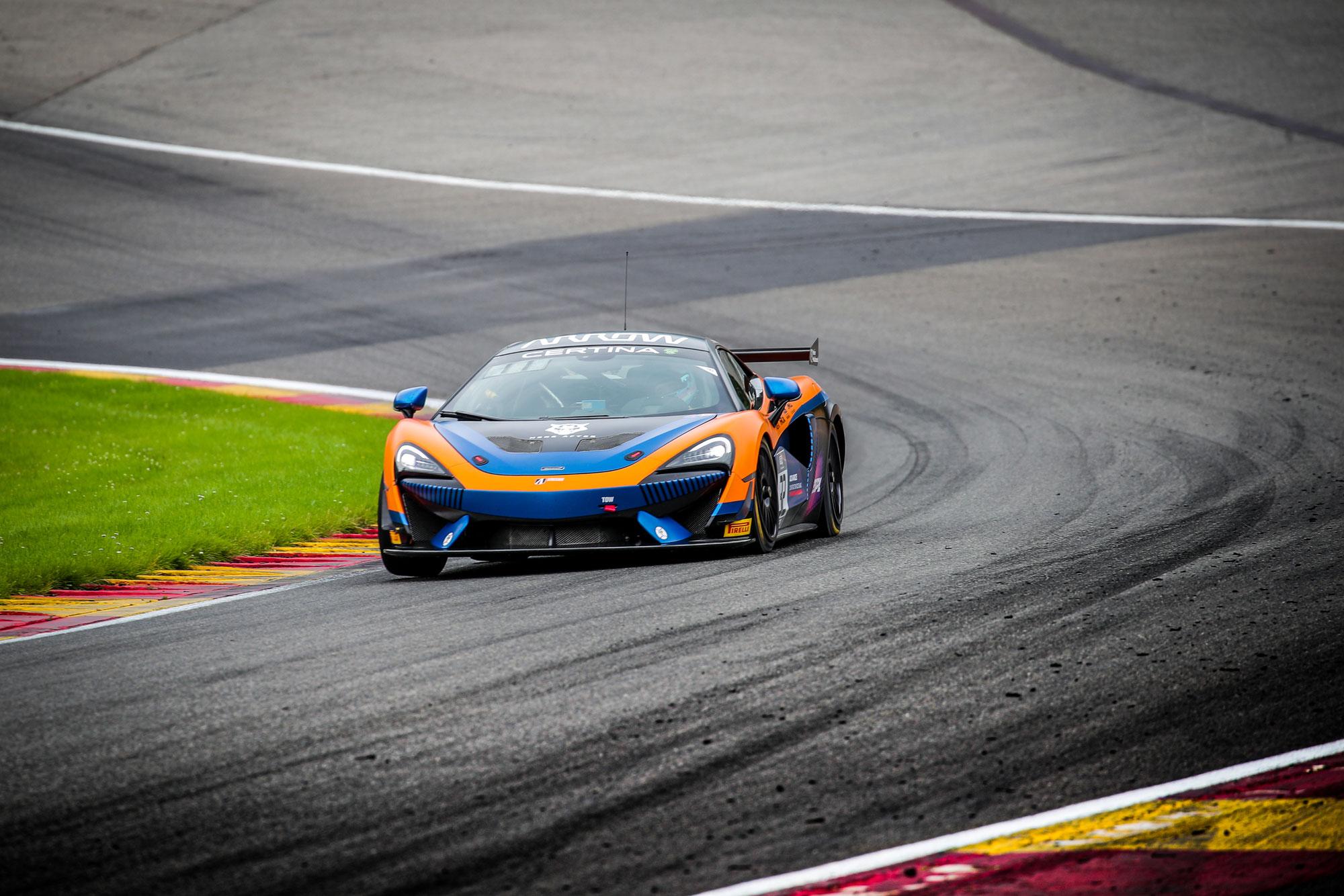 United Autosports McLaren führt das 1. Freie Training in Spa an