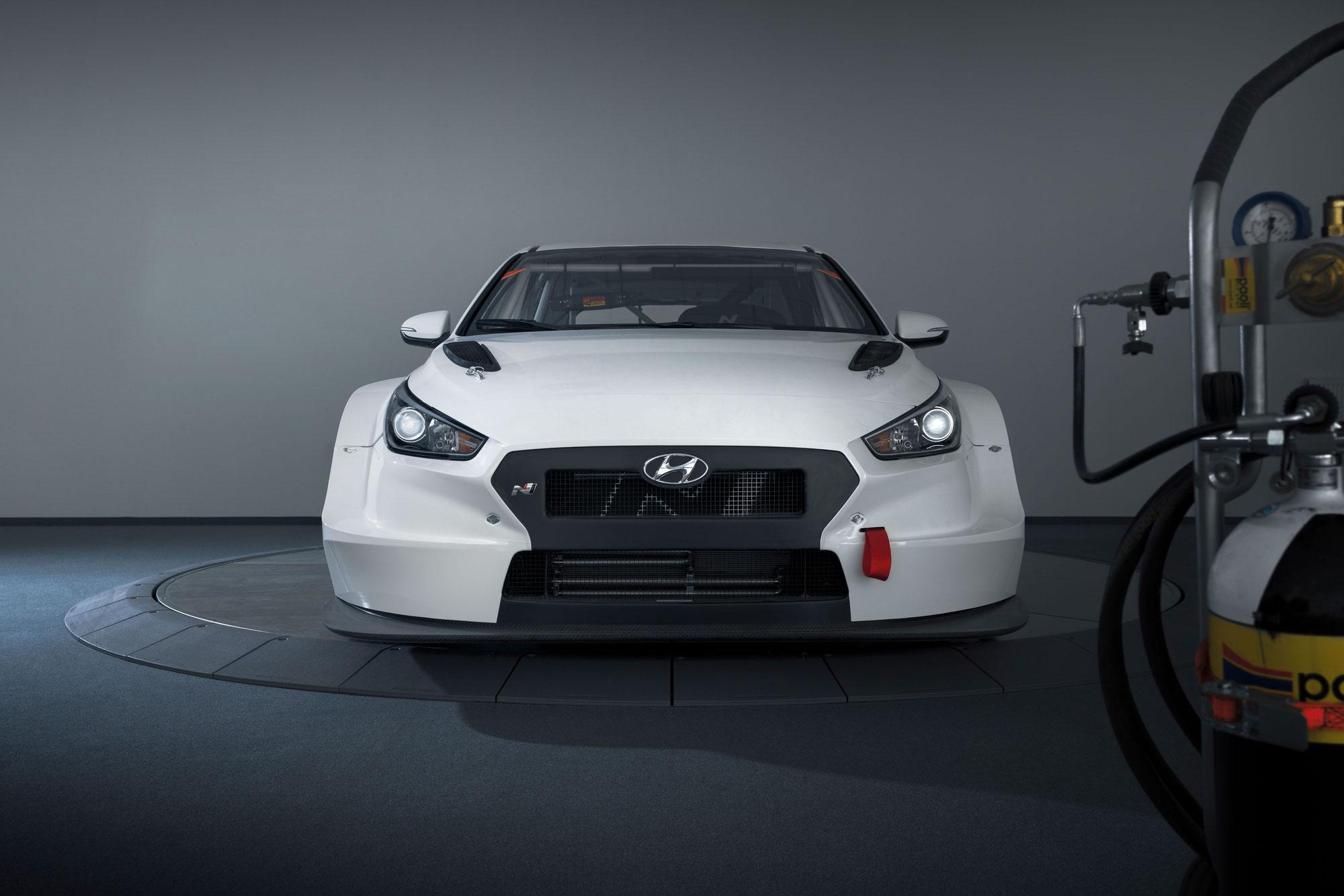 Aus Litauen in die ADAC TCR Germany: Newcomer Karklys steuert einen Hyundai