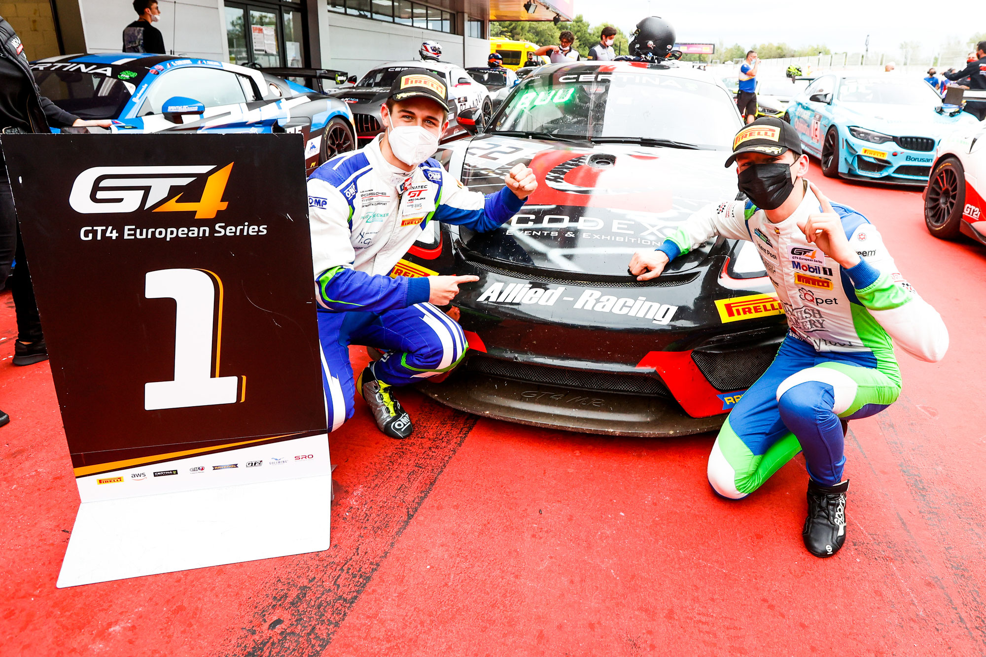 GT4 European Series, round 6 und zweiter Auftritt in der GT World Challenge Europe: Joel Sturm dominiert in Barcelona in der GT4