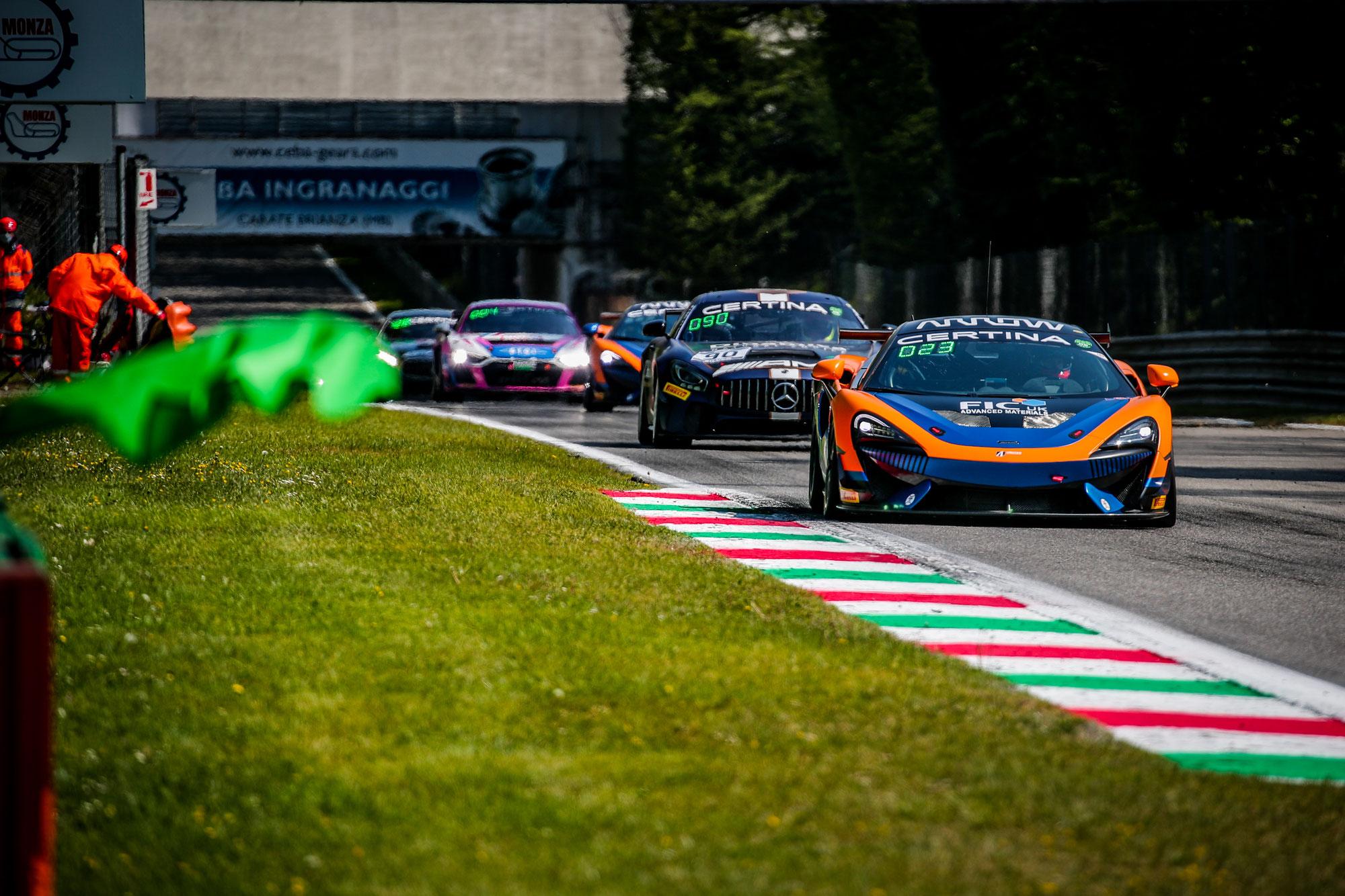 United Autosports McLaren gewinnt in Monza beim Debüt in der GT4 European Series