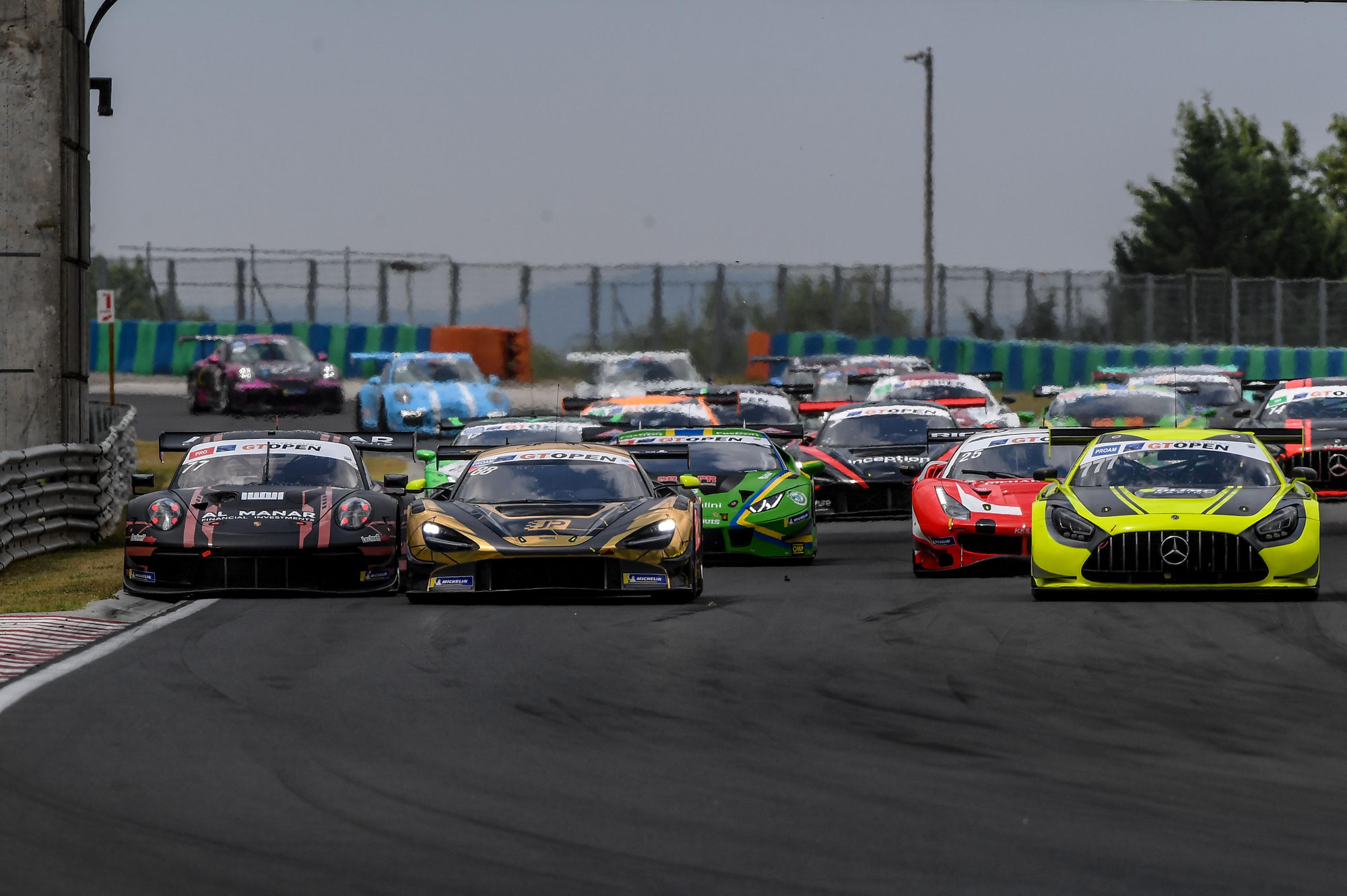 Spinelli-Giraudi (AKM Motorsport) gewinnen den zweiten Lauf auf dem Hungaroring