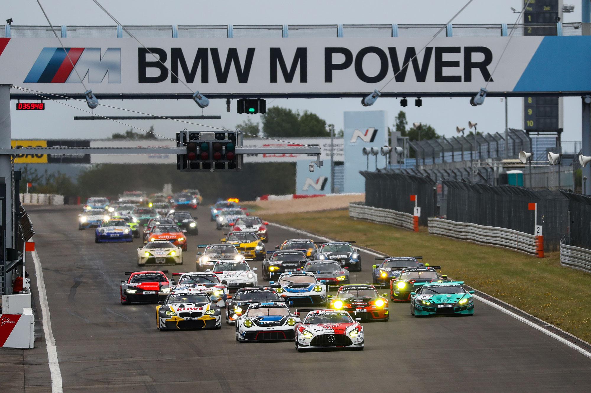Top-Starterfeld zum Saisonauftakt der Nürburgring Langstrecken-Serie