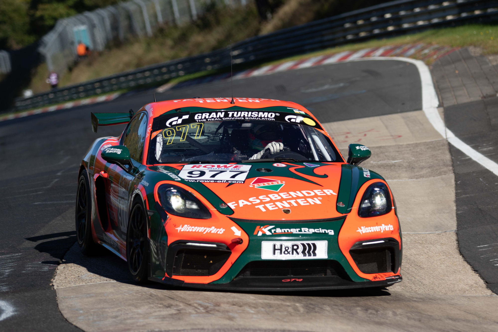 KKrämer Racing triumphiert im letzten Saisonrennen in allen Cayman GT4 Trophy by Manthey-Racing Wertungen