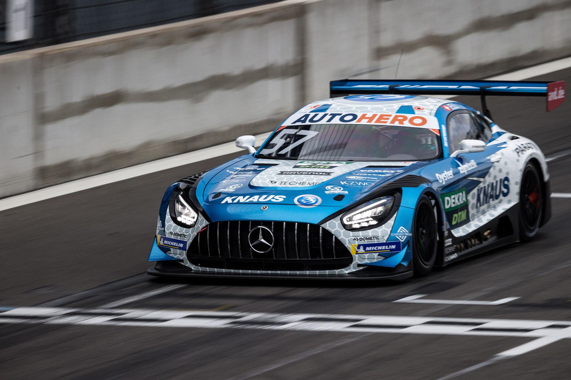 Testauftakt in der Lausitz: Schweizer DTM-Rookie Ellis setzt bei gemischter Witterung erste Bestzeit