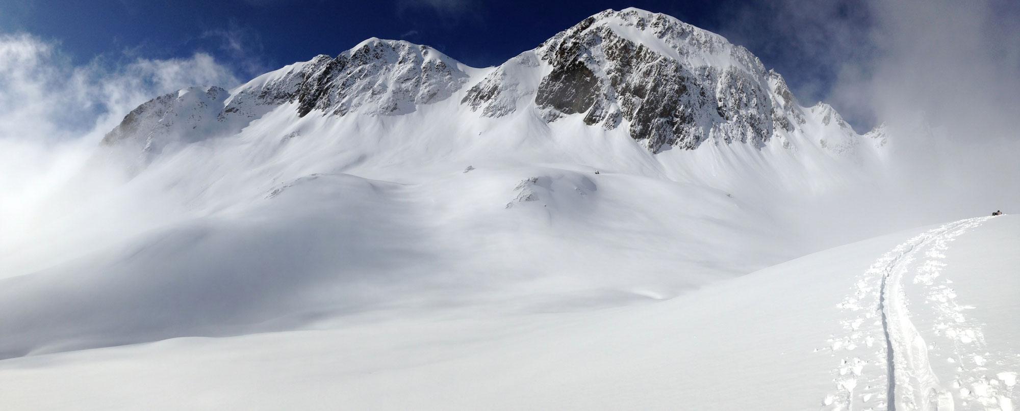 """""""La montagne est avant tout un espace où l'homme doit s'adapter au milieu, en apprenant à le connaître et à le respecter... et non l'inverse."""""""