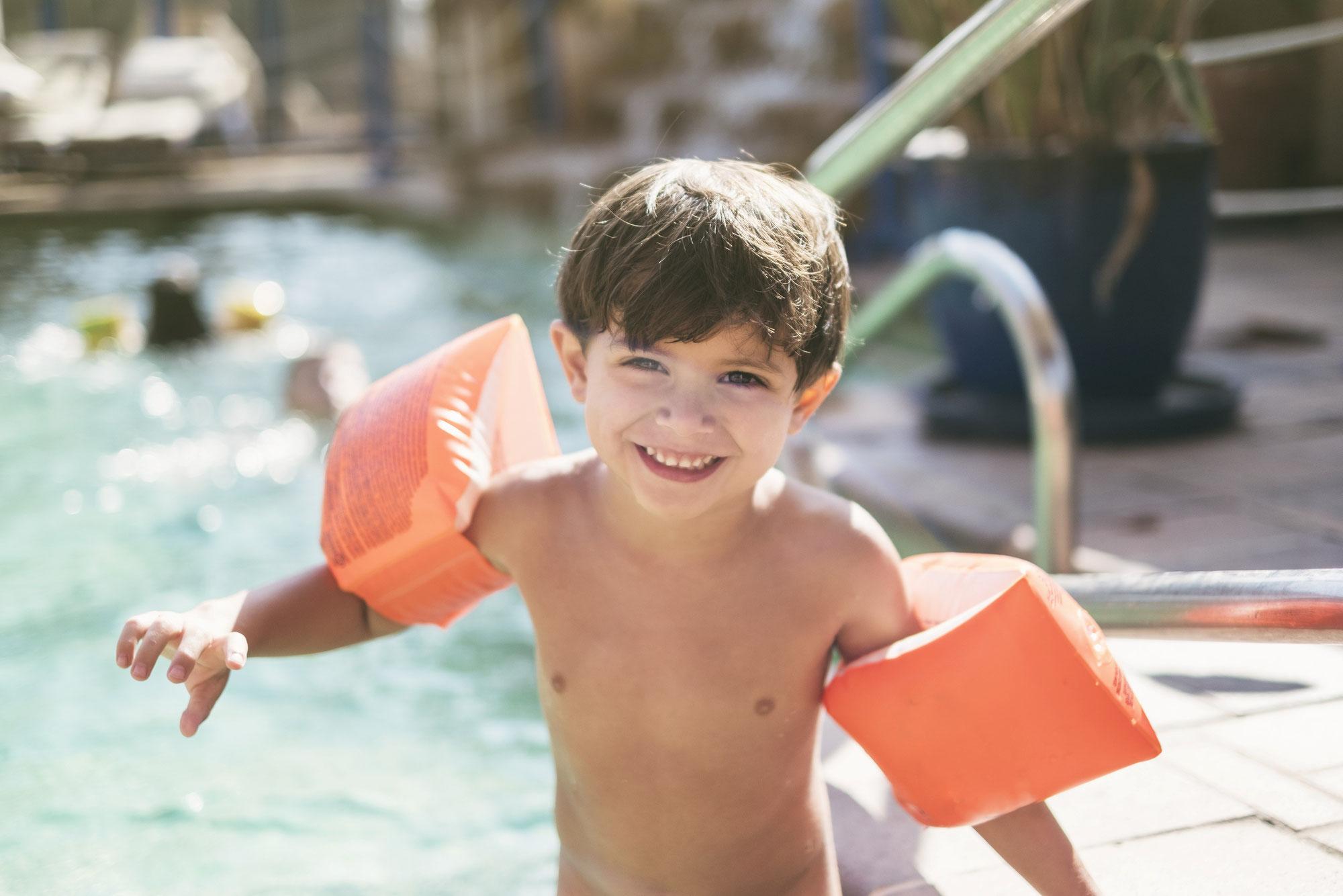 Sonnige Aussichten: Wie gewährleiste ich die Sicherheit der Kleinkinder in der Badi?