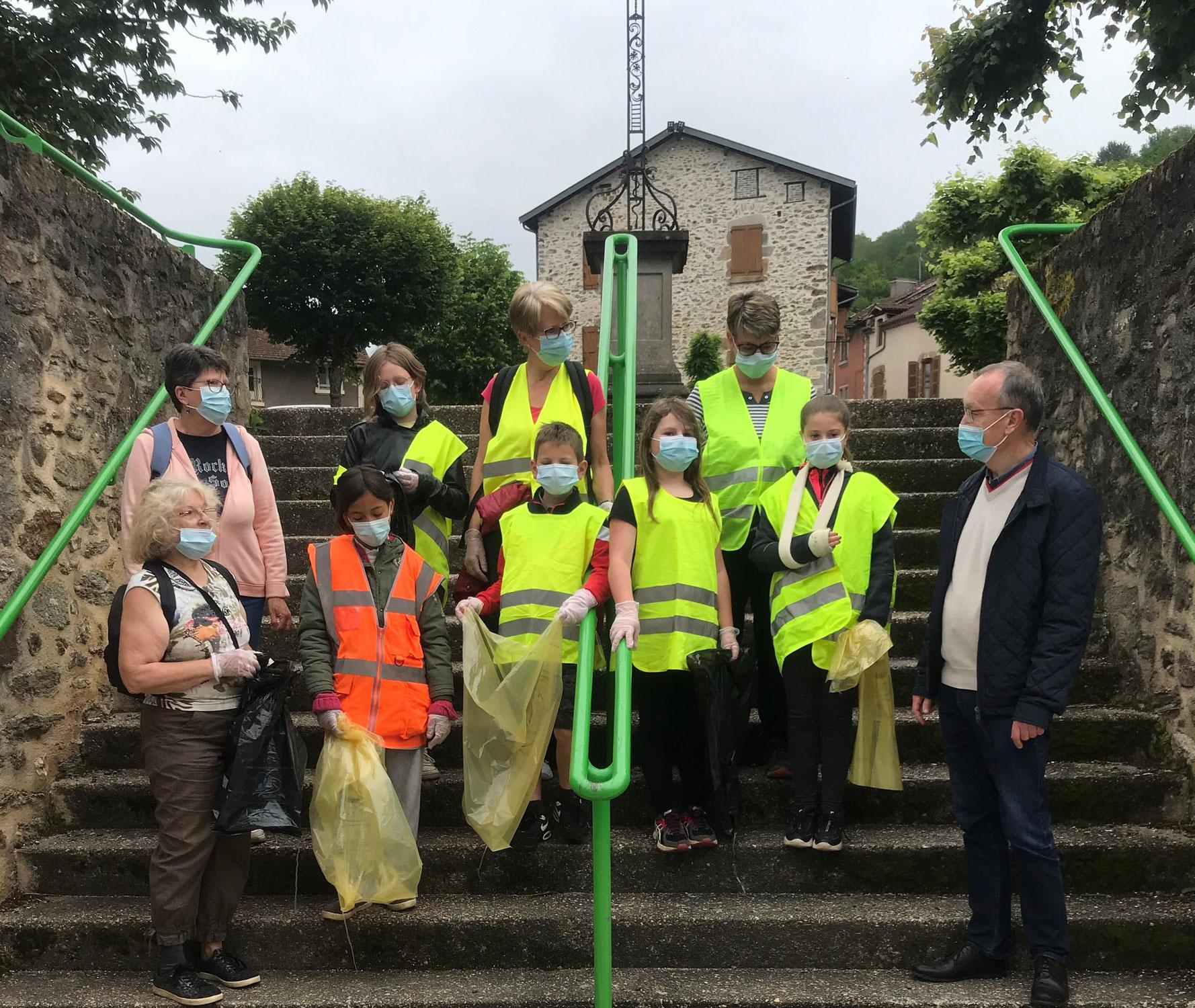 """Conseil municipal des enfants : Opération """"Village propre"""""""