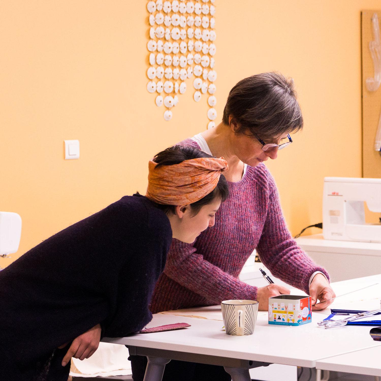 Chantal VERDIER-SABLE, Professeur Modéliste-Toiliste en Lycée Professionnel, devenue formatrice modéliste en couture créative sur mesure et céramiste-textile.