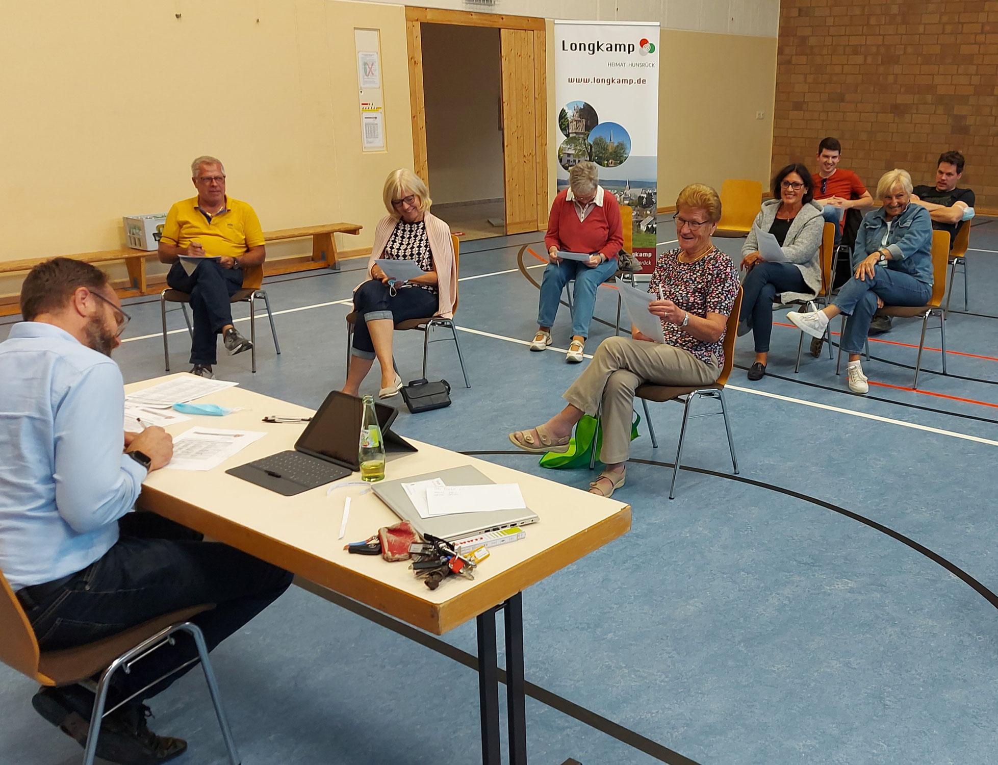Longkamper Vereinsvertreter beraten Veranstaltungskalender und Hallenbelegungsplan 2022