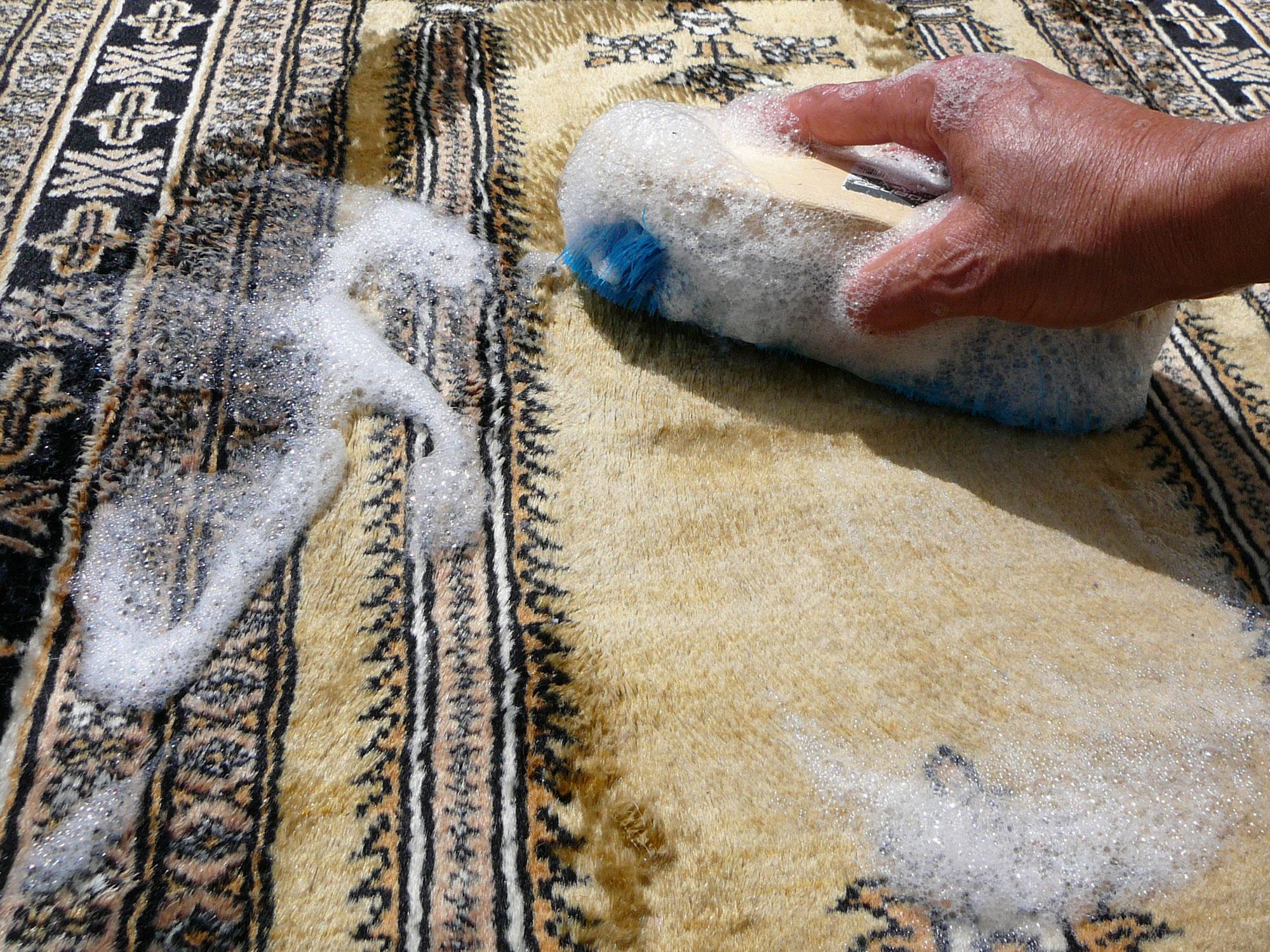 Prezzo di lavaggio tappeto, Quanto costa lavare un tappeto persiano al chilo o metro quadrato?