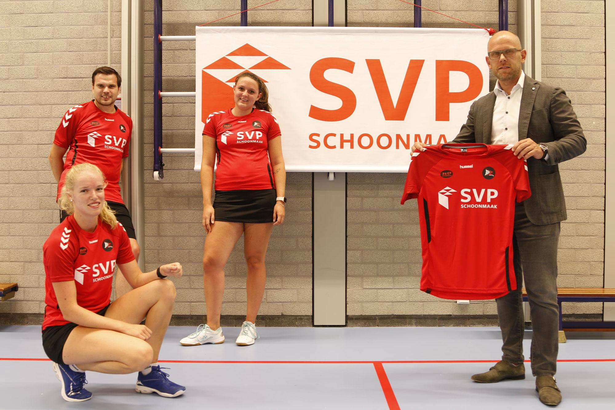 SVP Schoonmaak overhandigt nieuwe wedstrijdshirts BCRS 1.