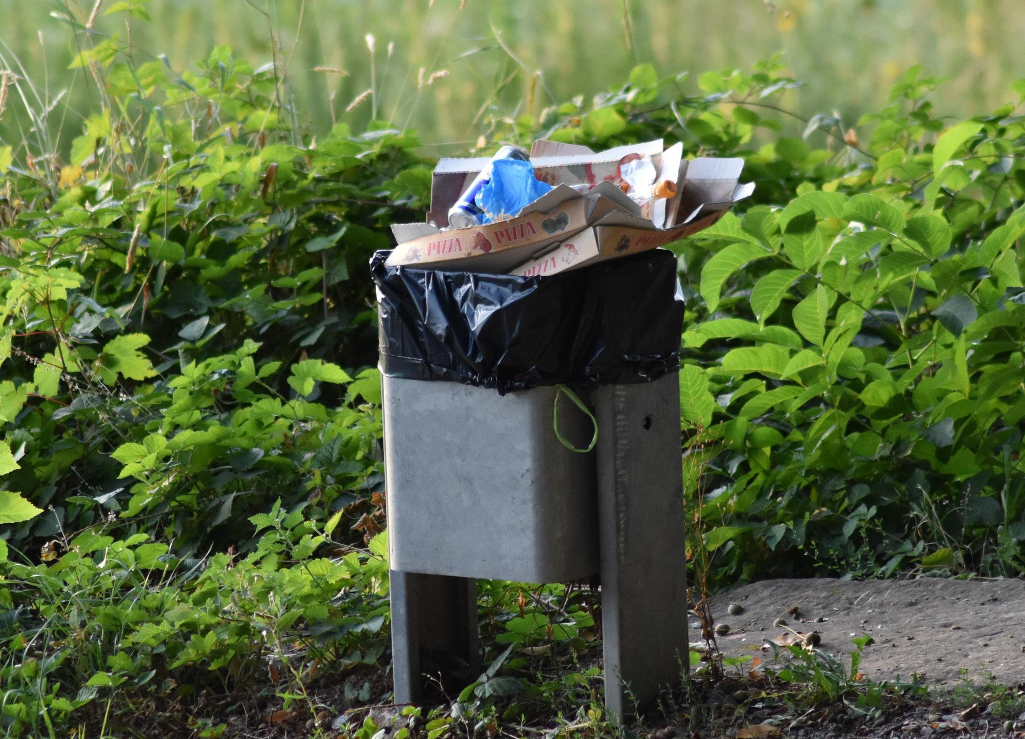 Hundekot - Acht neue Müllbehälter für Oberweier