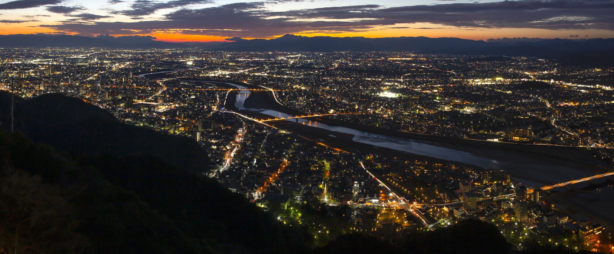 【中止となりました】夏休みは期間限定『岐阜城パノラマ夜景』へGO!