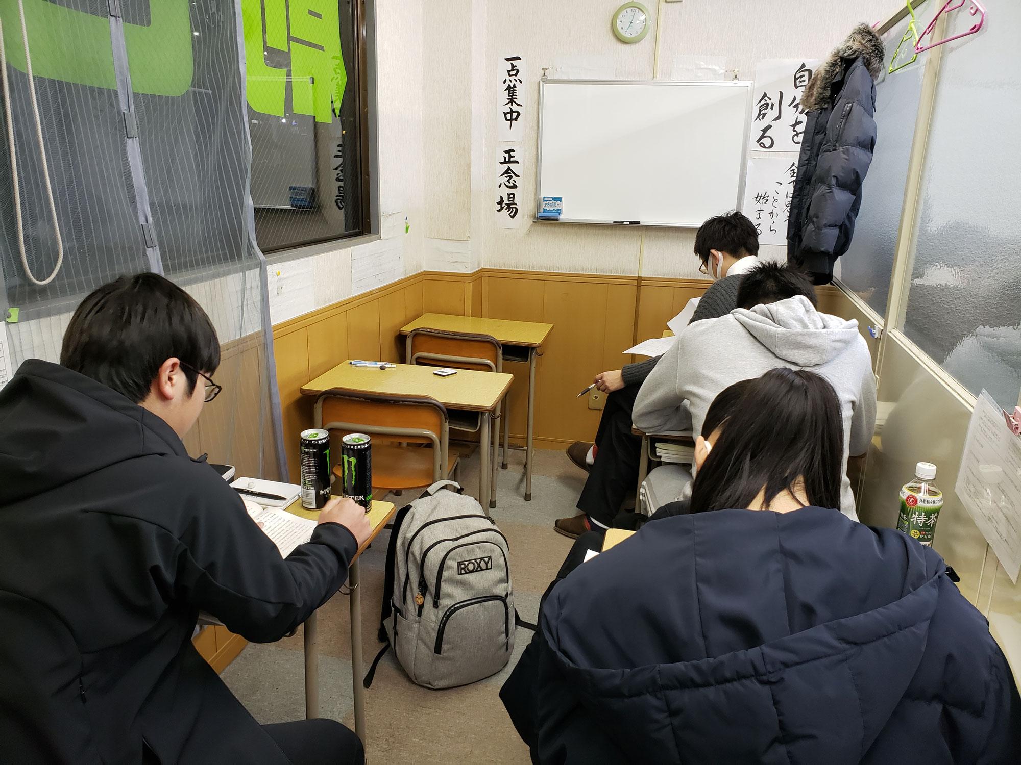学年末テスト勉強、みんな頑張って(^_^)