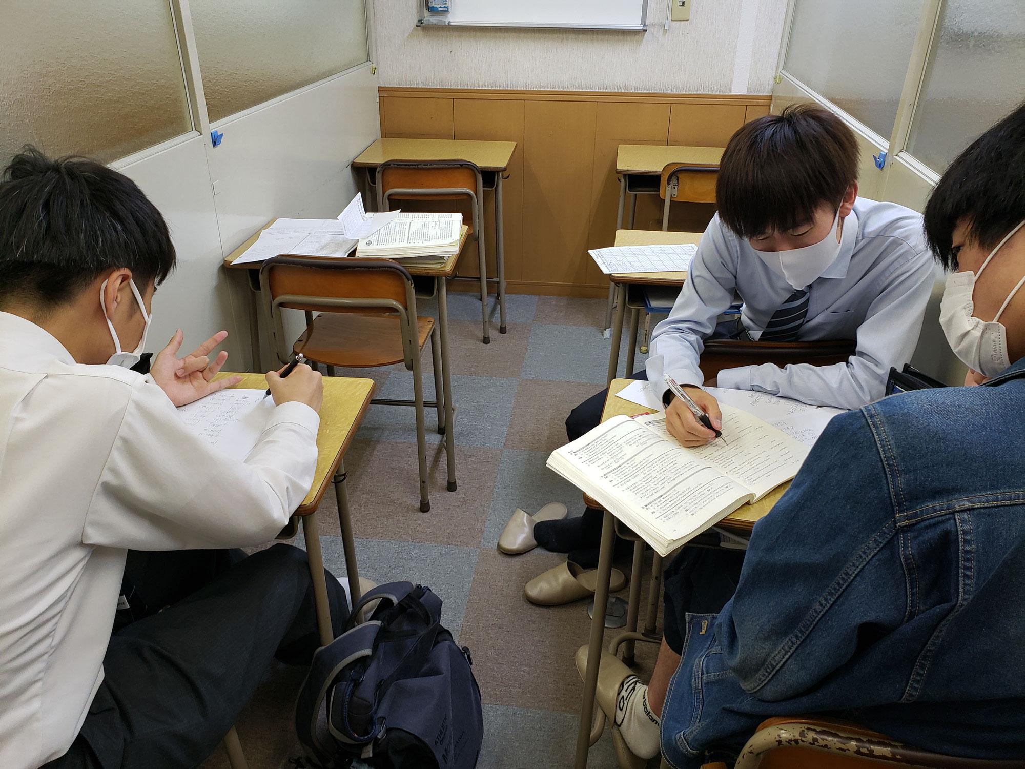 来週から各高校の定期テストが始まります。自習参加者が増えてきてます、頑張ってね(ノ^^)ノ