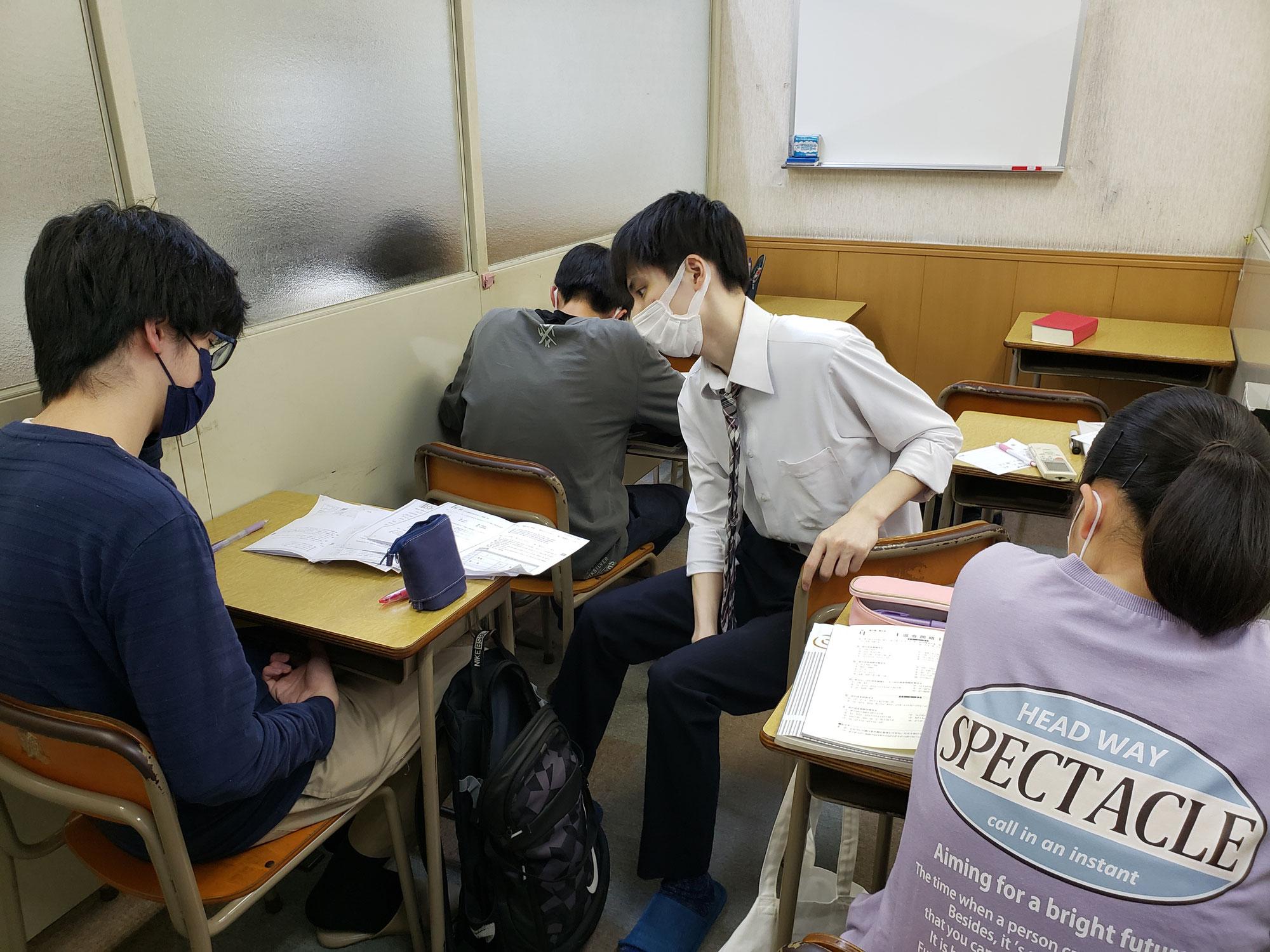 期末テストに向けてみんなトレーニング学習頑張ってます。「学ぶ技術」が身についていきますよ^_^