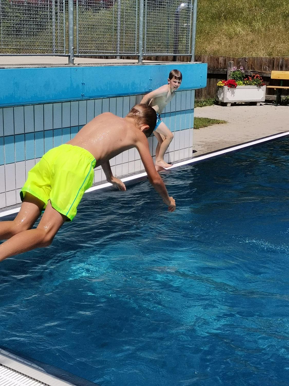 Schwimmkurs und Schwimmbad