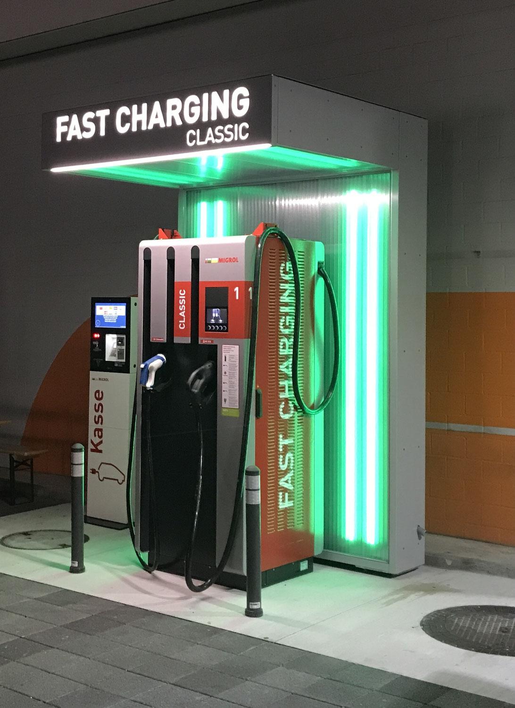 Neue 120kW eAuto Express-Ladestation bei Migrolino Sursee, gleich neben SurseePark - in 10 Min. 100Km Reichweite nachladen für CHF 0.45/kWh bis 1.13/kWh