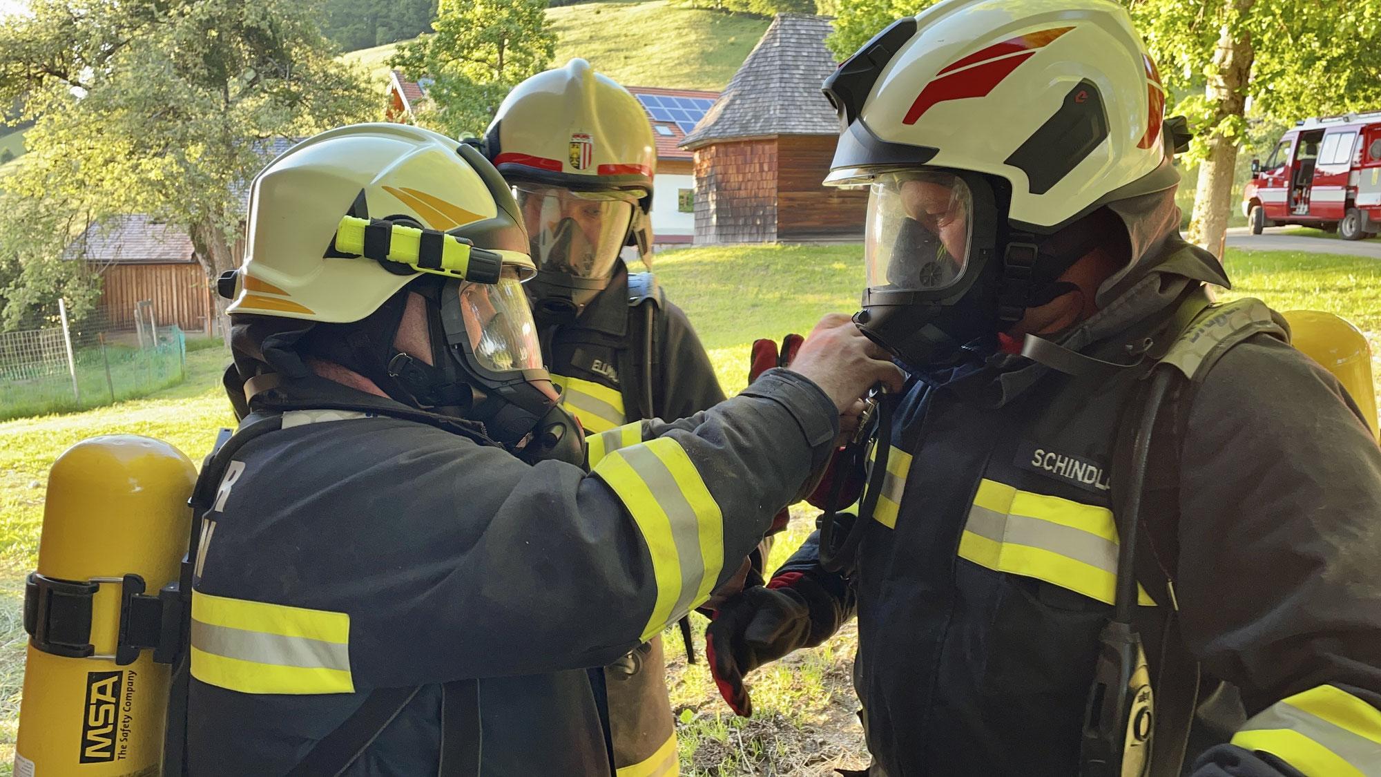 Übung: FF Tiefgraben wieder im vollen Übungseinsatz – Atemschutzübung