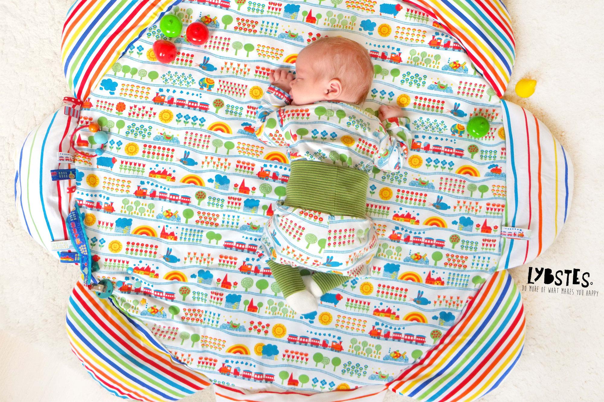 Anleitung: Eine Baby-Krabbeldecke nähen