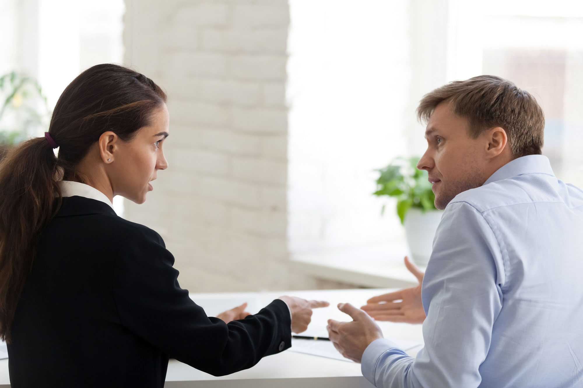 「上から目線で職場を批判する中途採用の新人」を現場の戦力に変える指導方法