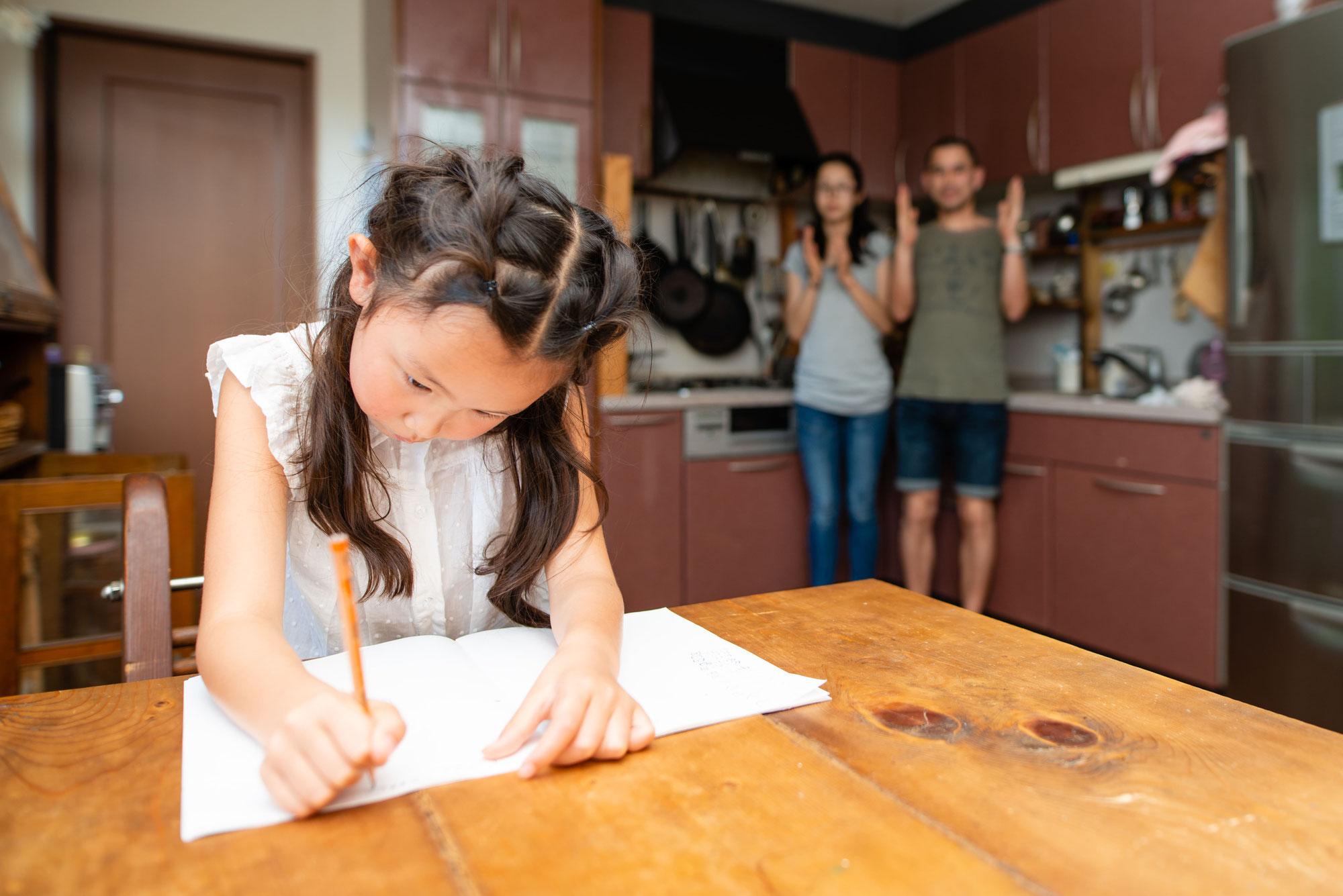 過剰適応タイプの子どもを助長してしまう大人の特徴と、改善させるために知っておくべき大人の心構えとは。