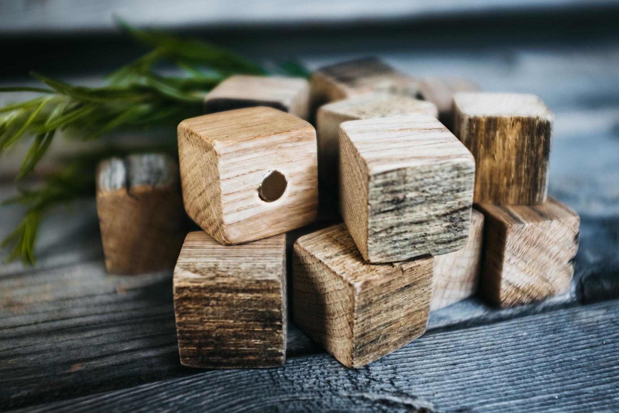 Handgefertigte Magnete aus Holz