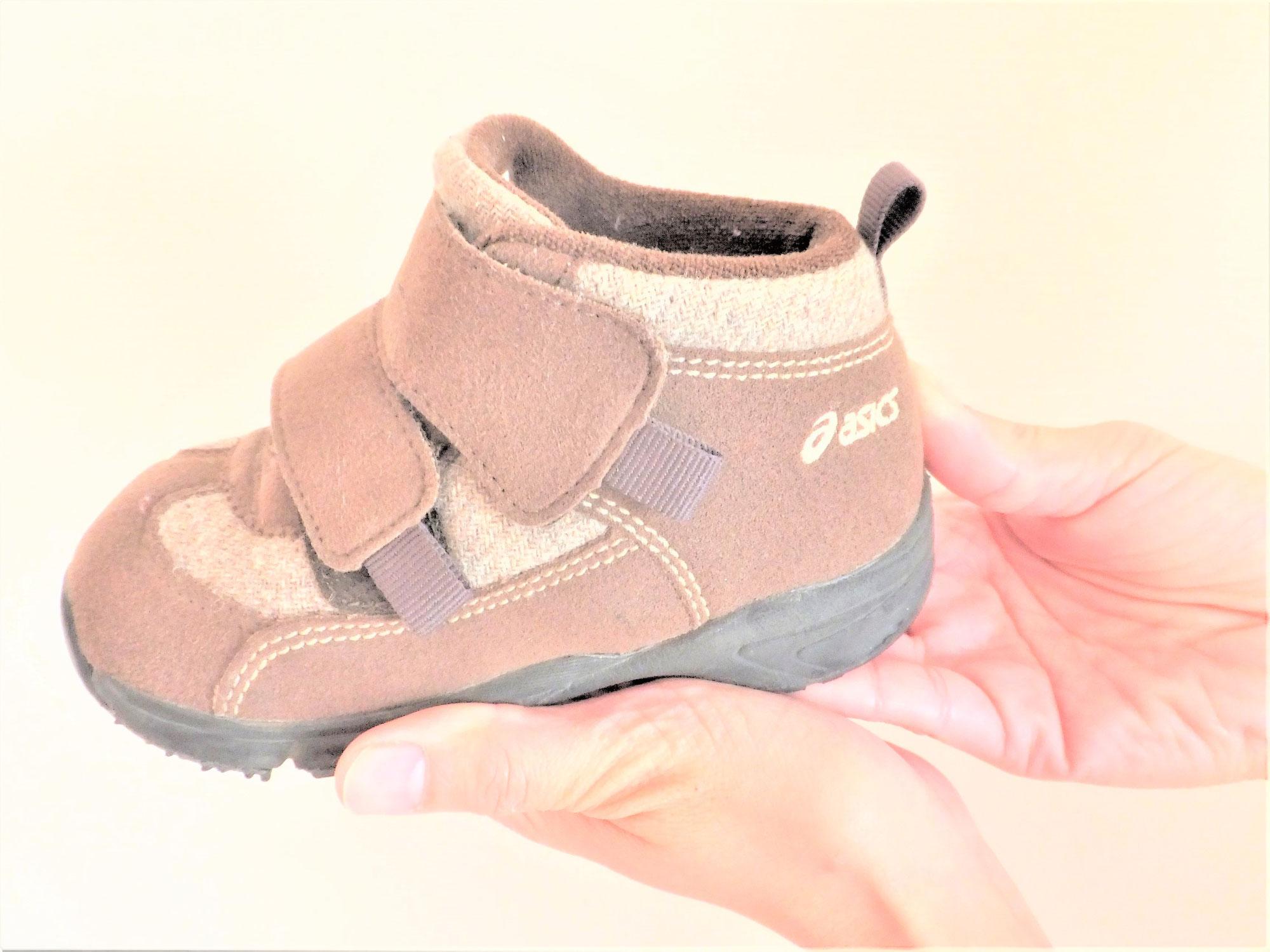 子ども靴を選ぶ時は靴の幅も確認して下さい。