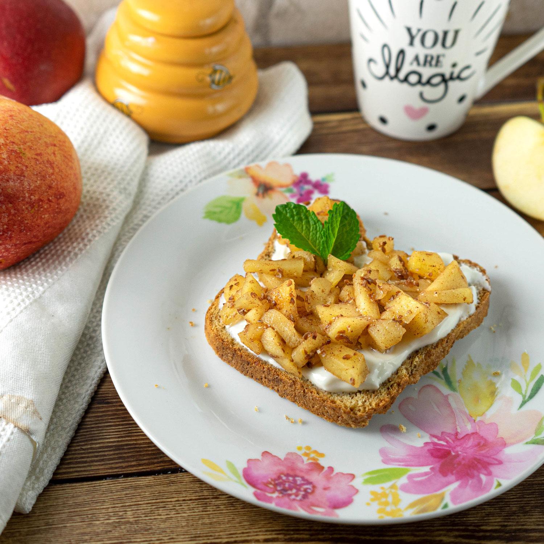 Zwieback mit Honig Äpfel und Joghurt